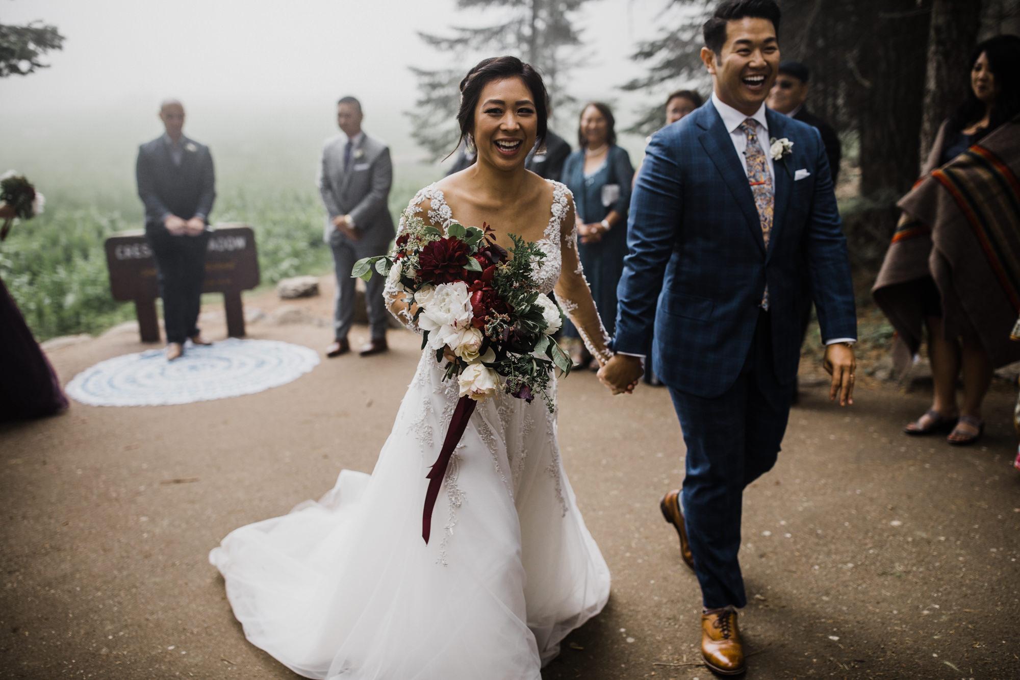 foggy intimate wedding in sequoia national park | destination adventure wedding photographers | the hearnes adventure photography | www.thehearnes.com