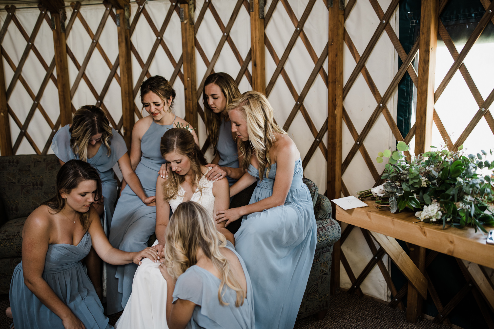 intimate wedding in crested butte, colorado | destination adventure wedding photographers | the hearnes adventure photography | www.thehearnes.com