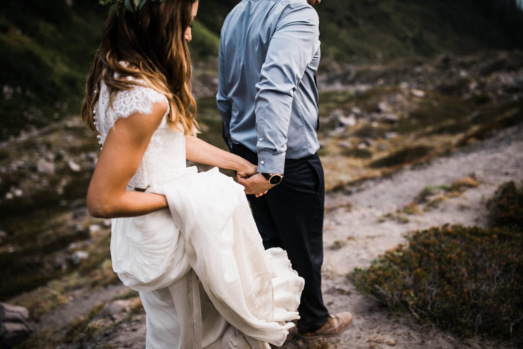 adventurous hiking elopement in mount rainier national park | destination adventure wedding photographers | the hearnes adventure photography | www.thehearnes.com