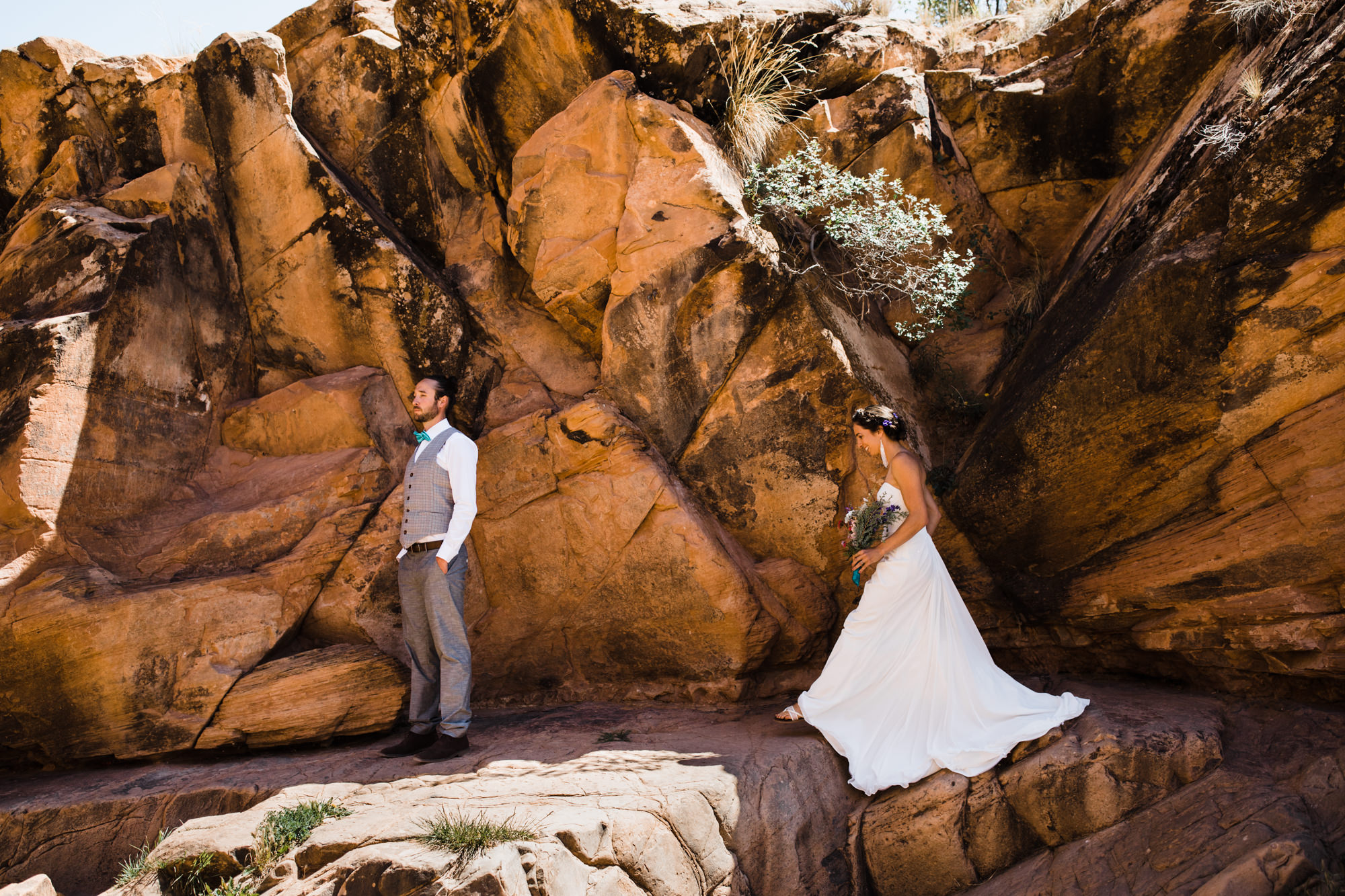 intimate wedding day in moab, utah | destination adventure wedding photographers | the hearnes adventure photography | www.thehearnes.com