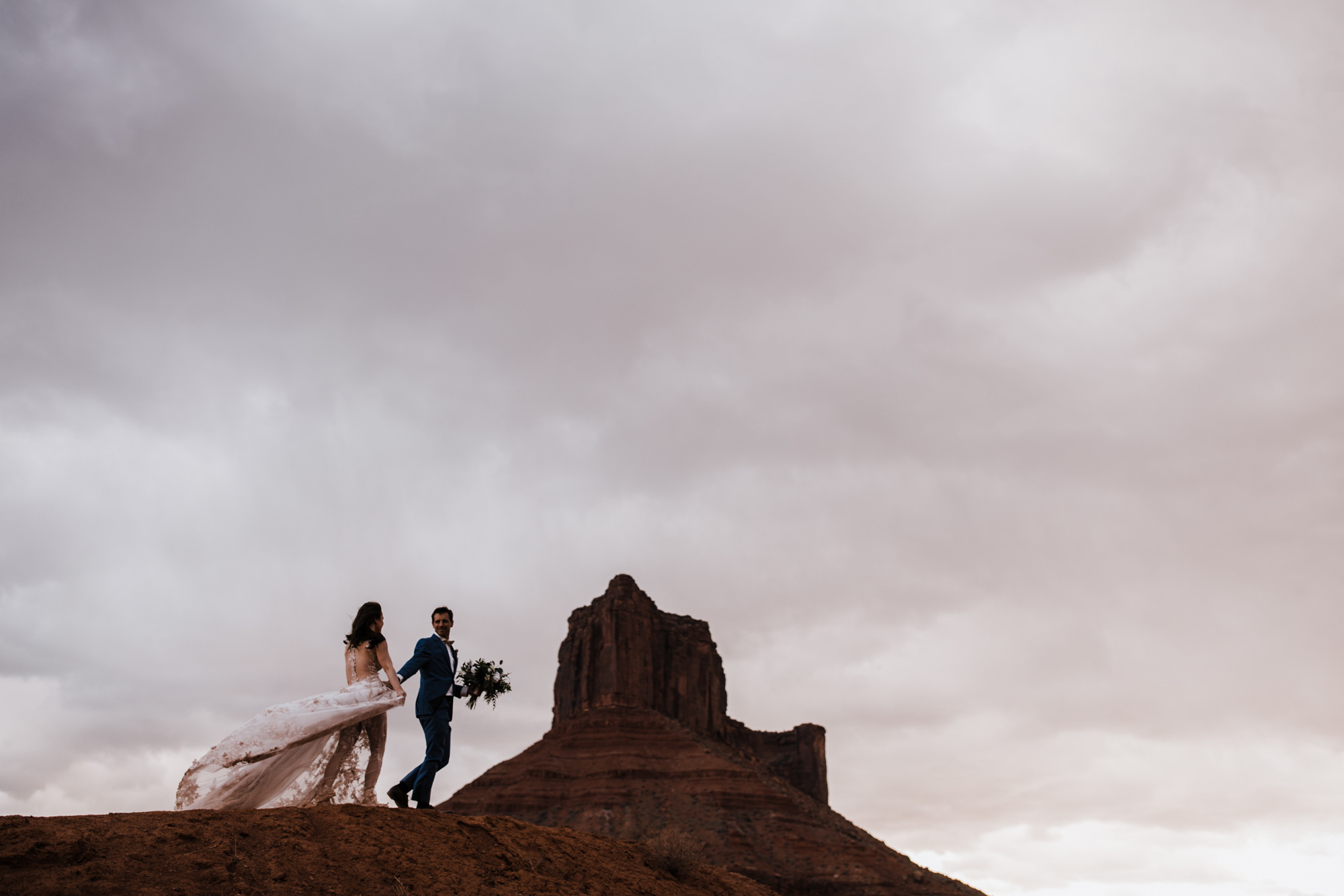 hiking elopement in moab, utah | destination adventure wedding photographers | the hearnes adventure photography | www.thehearnes.com