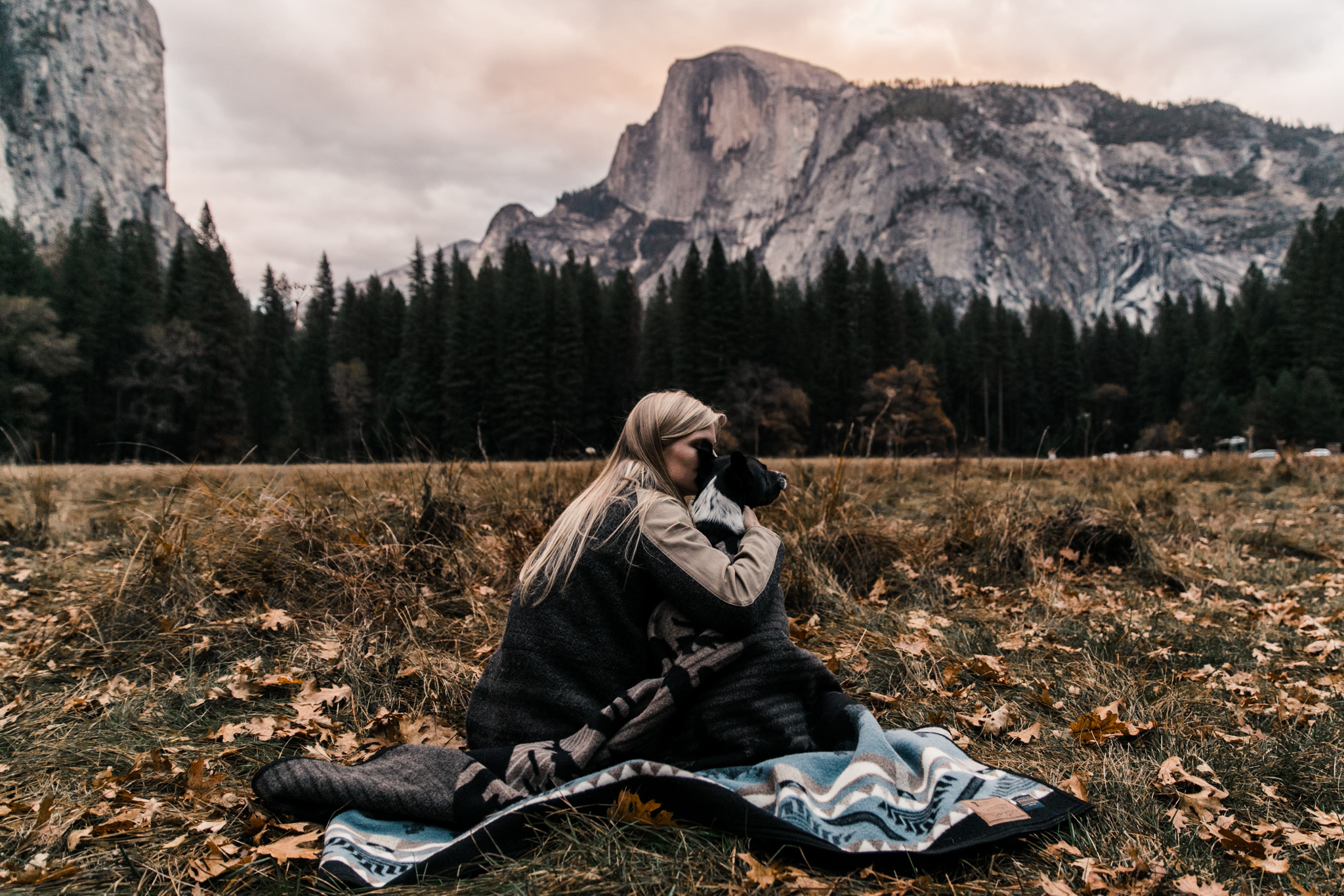 sunset in yosemite national park | utah and california adventure elopement photographers | the hearnes adventure photography | www.thehearnes.com