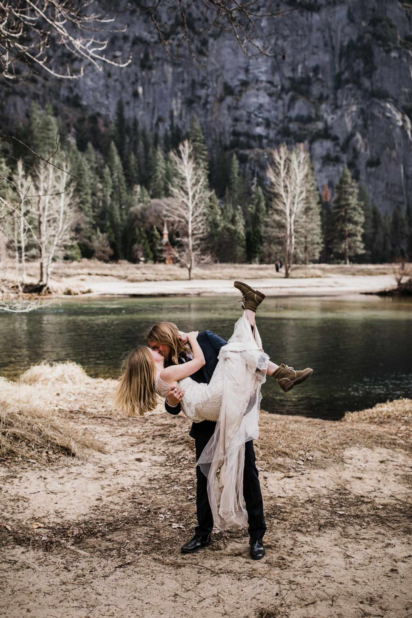 adventurous elopement portraits in yosemite national park | destination elopement photographers | the hearnes adventure photography | www.thehearnes.com