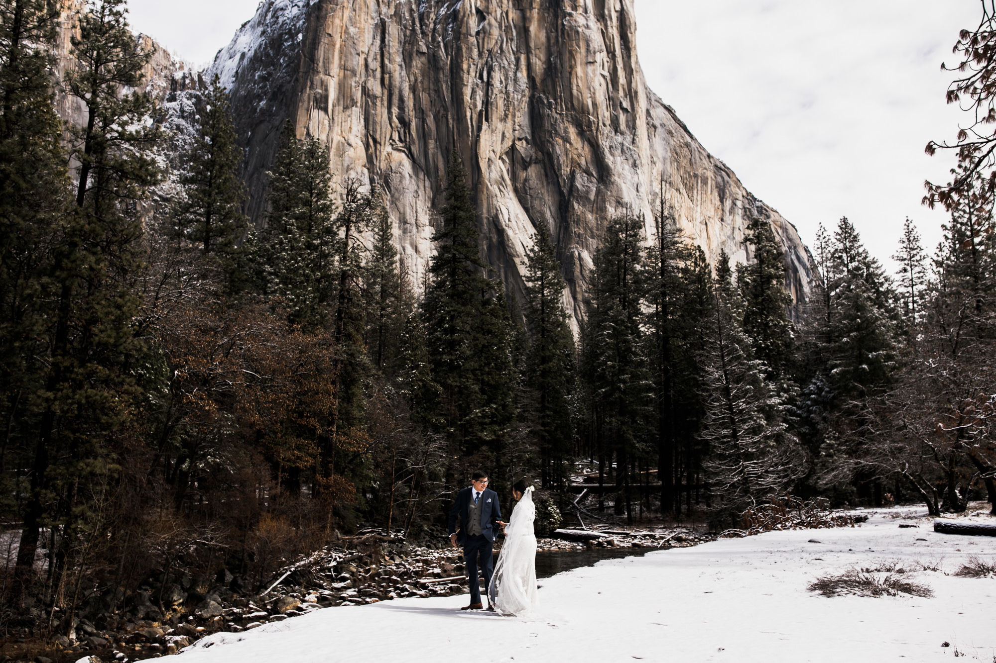 elopement first look in the snow