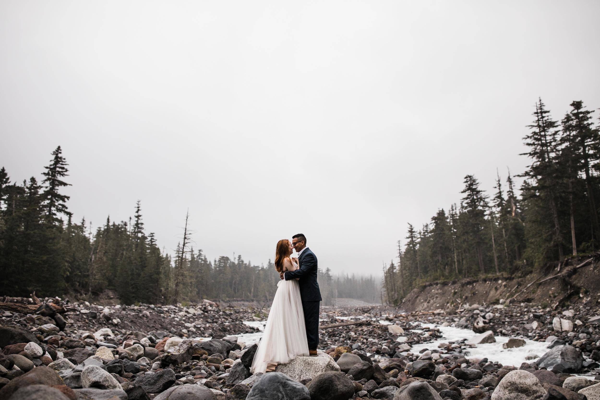 alyssa + horacio's adventurous honeymoon session in mount rainier national park | the hearnes adventure photography | national park elopement inspiration | www.thehearnes.com