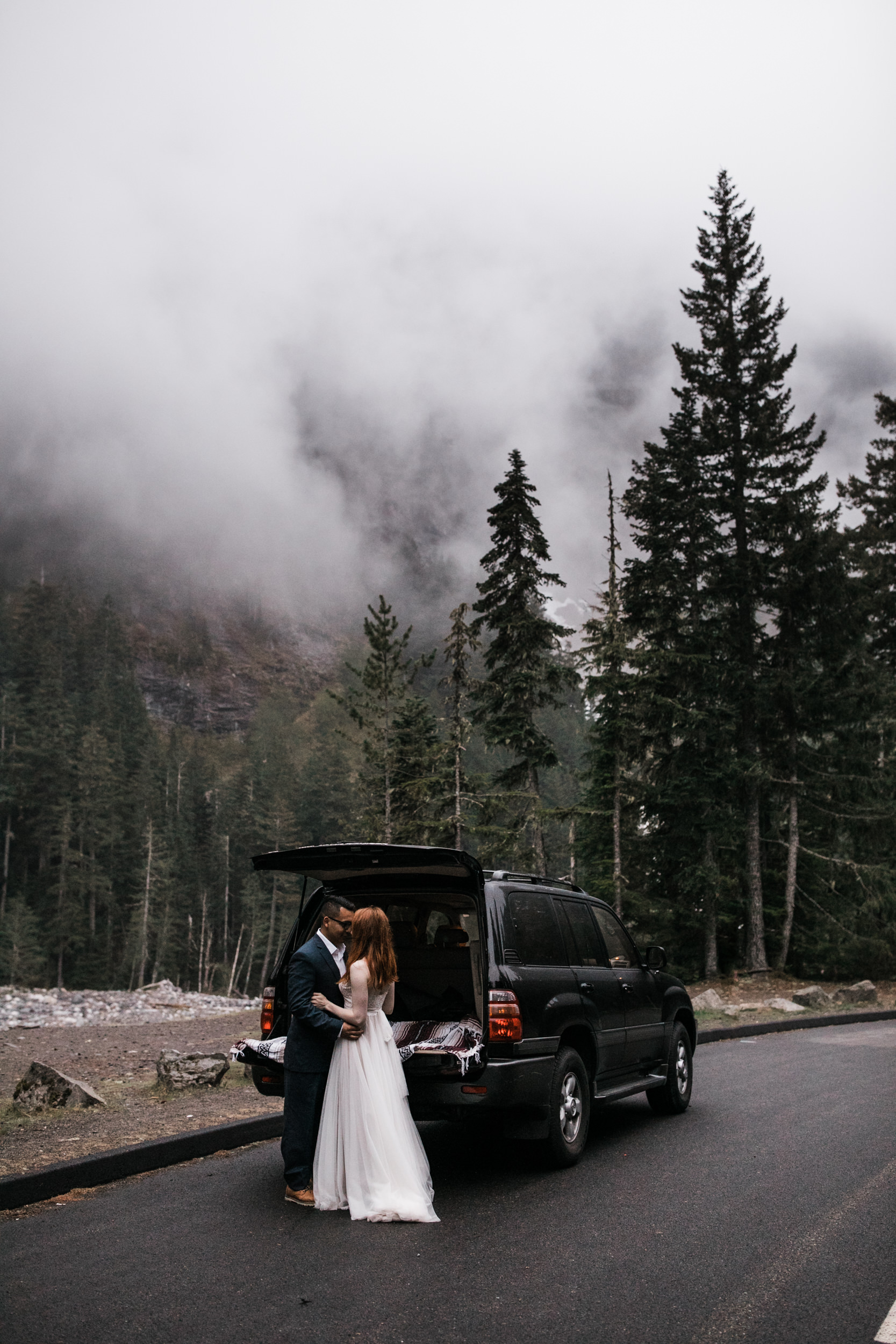 alyssa + horacio's adventurous honeymoon session in mount rainier national park | the hearnes adventure photography | national park elopement inspiration | www.thehearnes.com