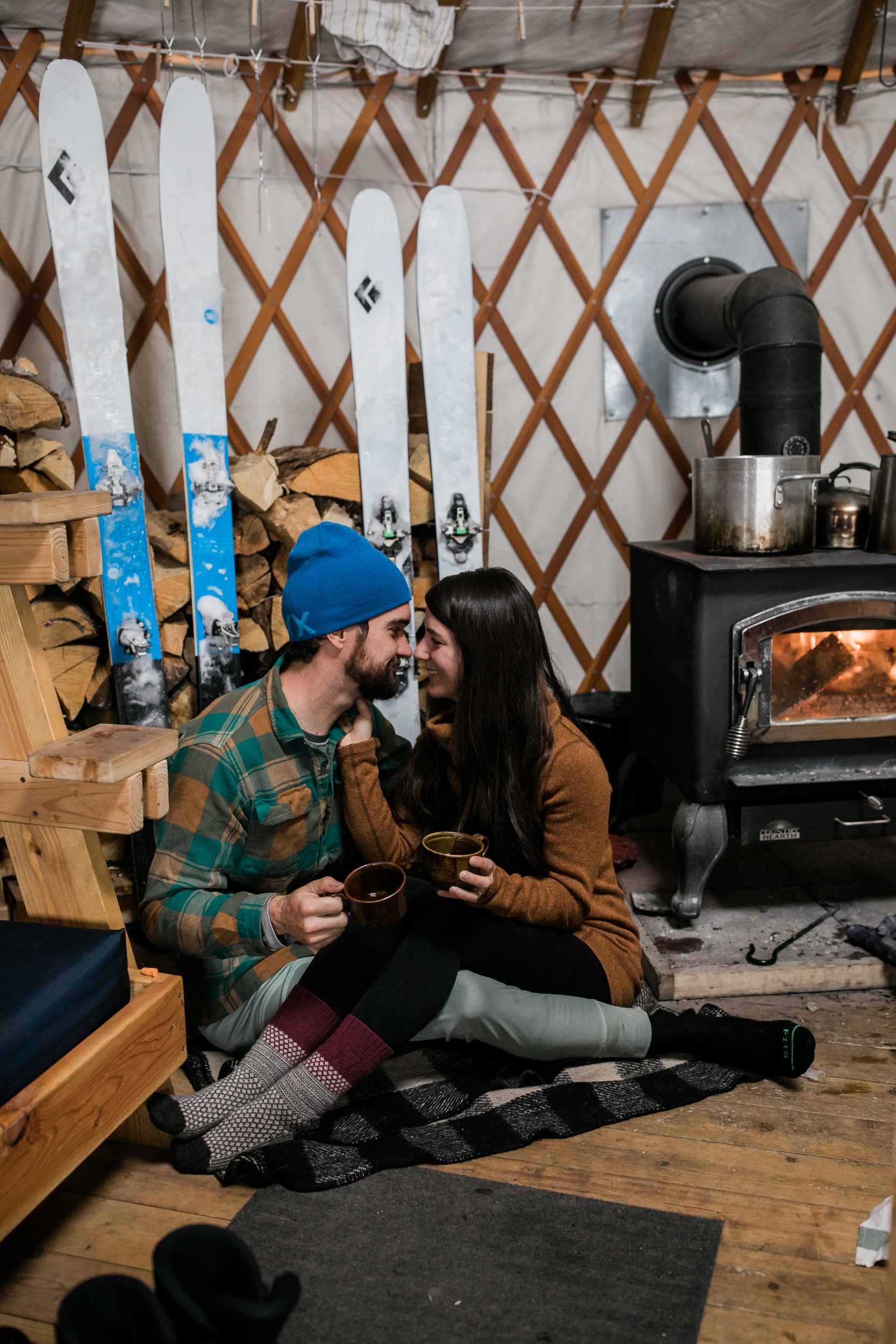 adventure engagement session cross country skiing in the mountains near moab | yurt elopement inspiration | the hearnes photography