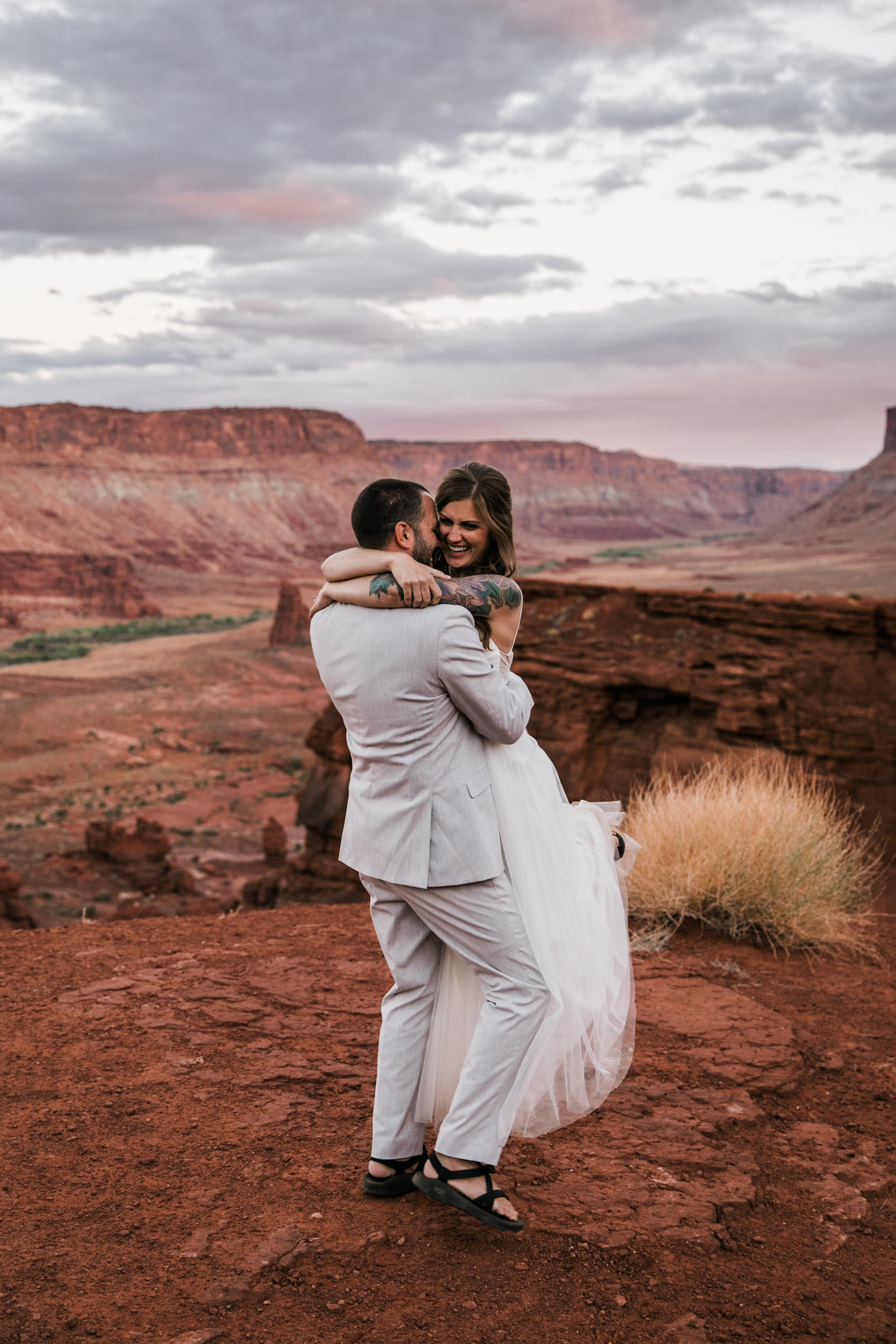arches national park elopement | rainy wedding day | jeeping wedding in moab utah | the hearnes adventure photography