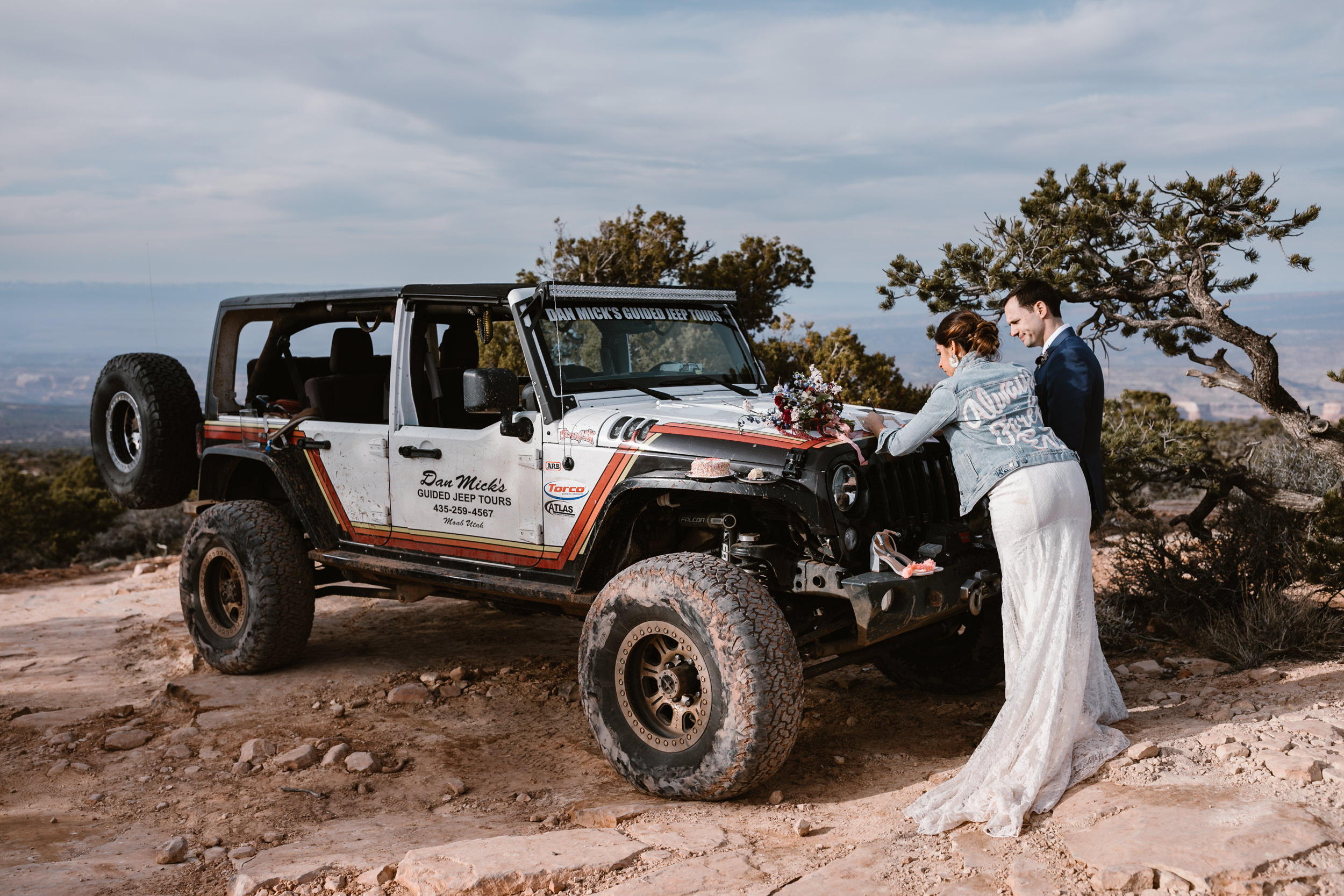 The Hearnes Adventure Wedding in Moab Utah Dan Mick's Jeep Tours