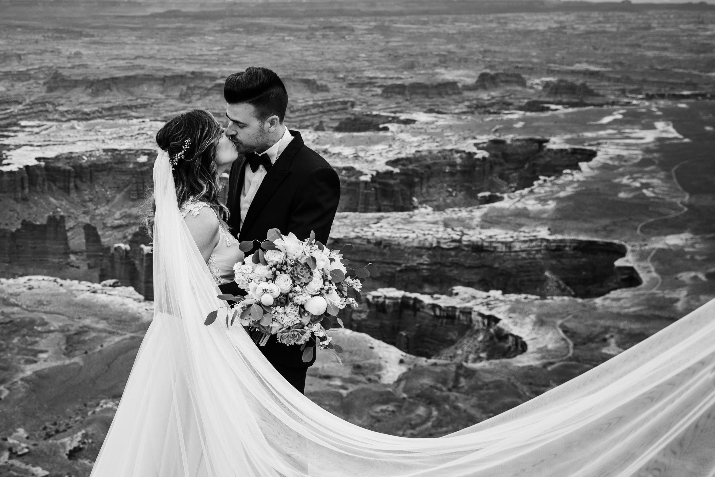 Hearnes-Elopement-Photography-Canyonlands-National-Park-Moab-Wedding-6.jpg