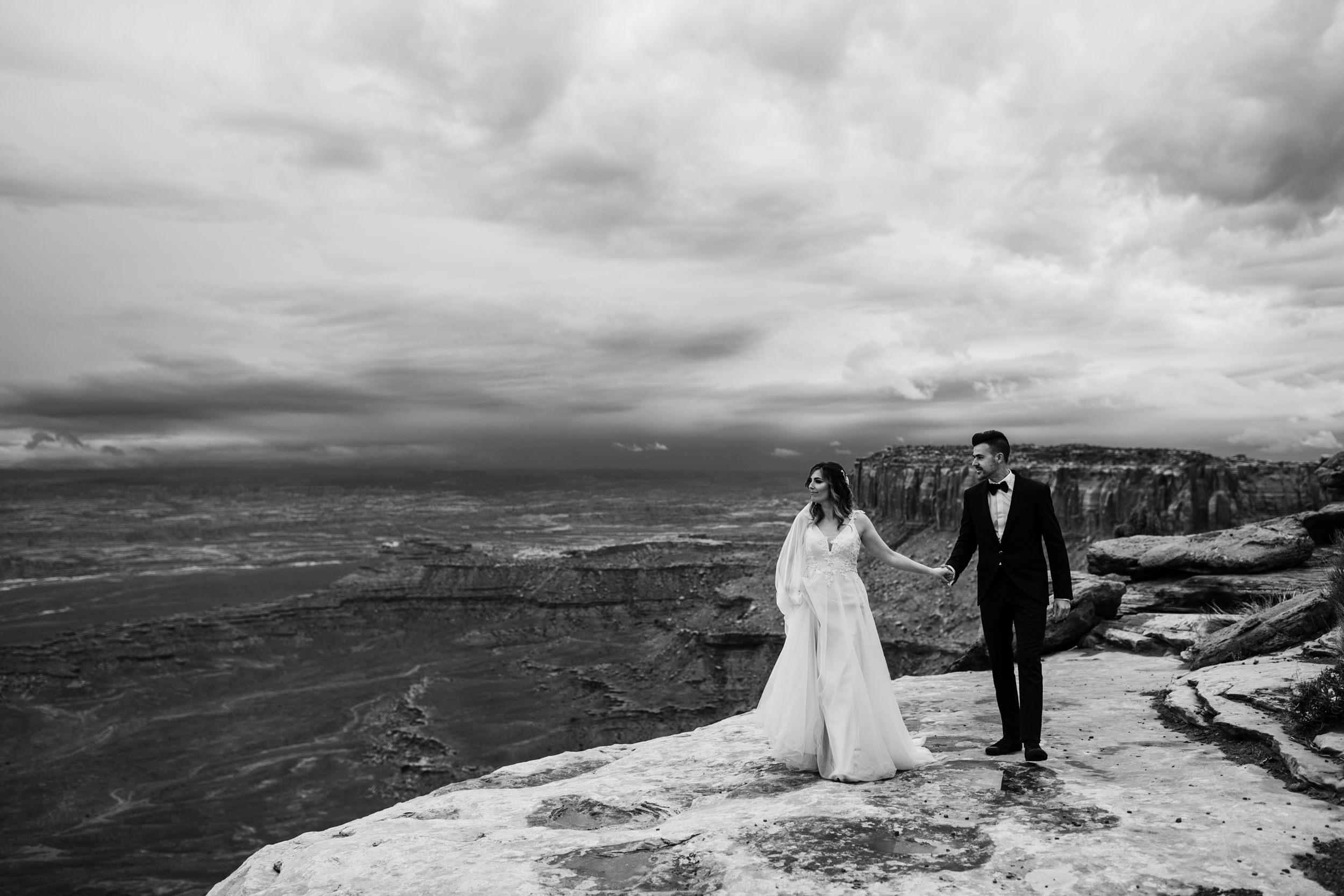 Hearnes-Elopement-Photography-Canyonlands-National-Park-Moab-Wedding-9.jpg
