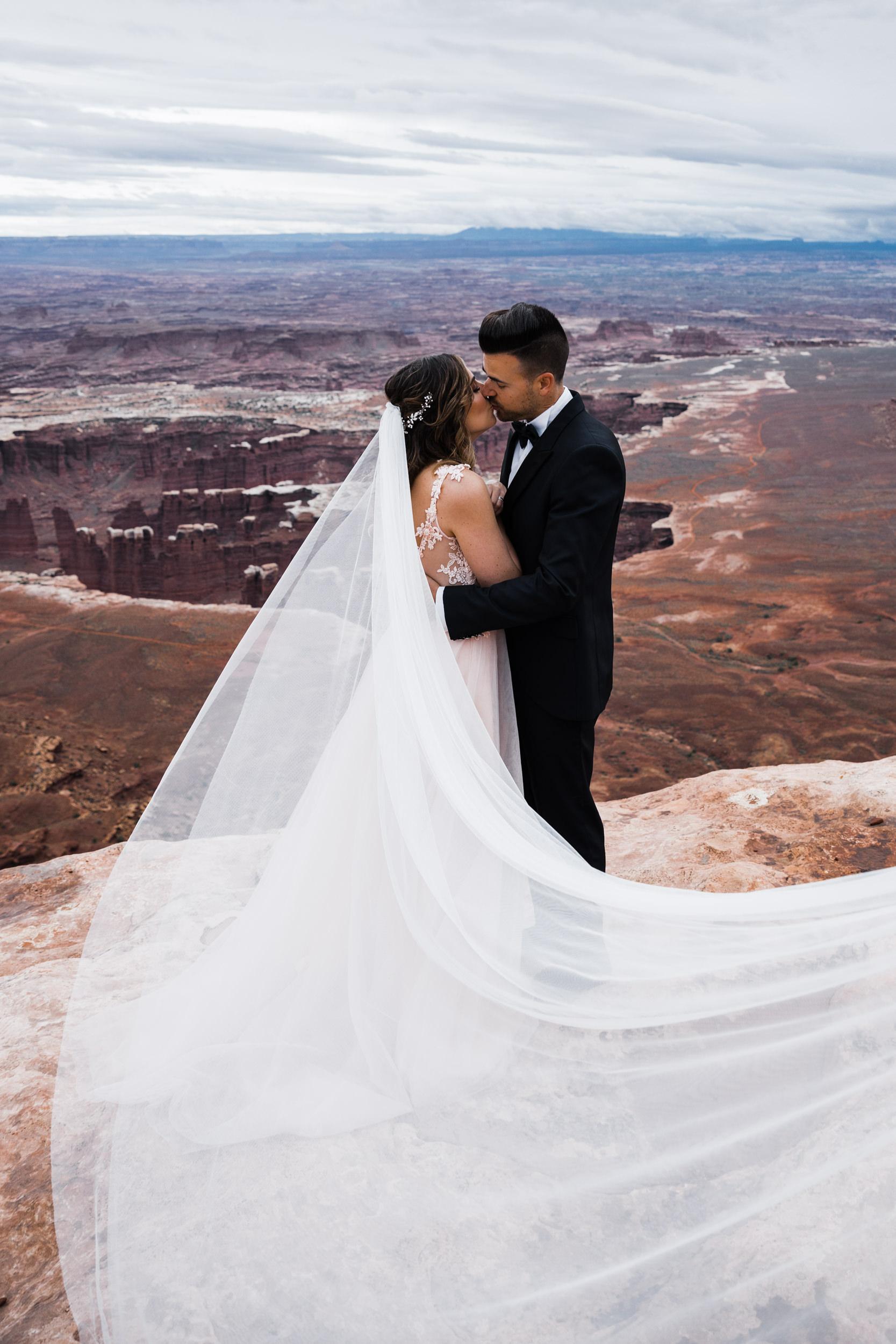 Hearnes-Elopement-Photography-Canyonlands-National-Park-Moab-Wedding-11.jpg