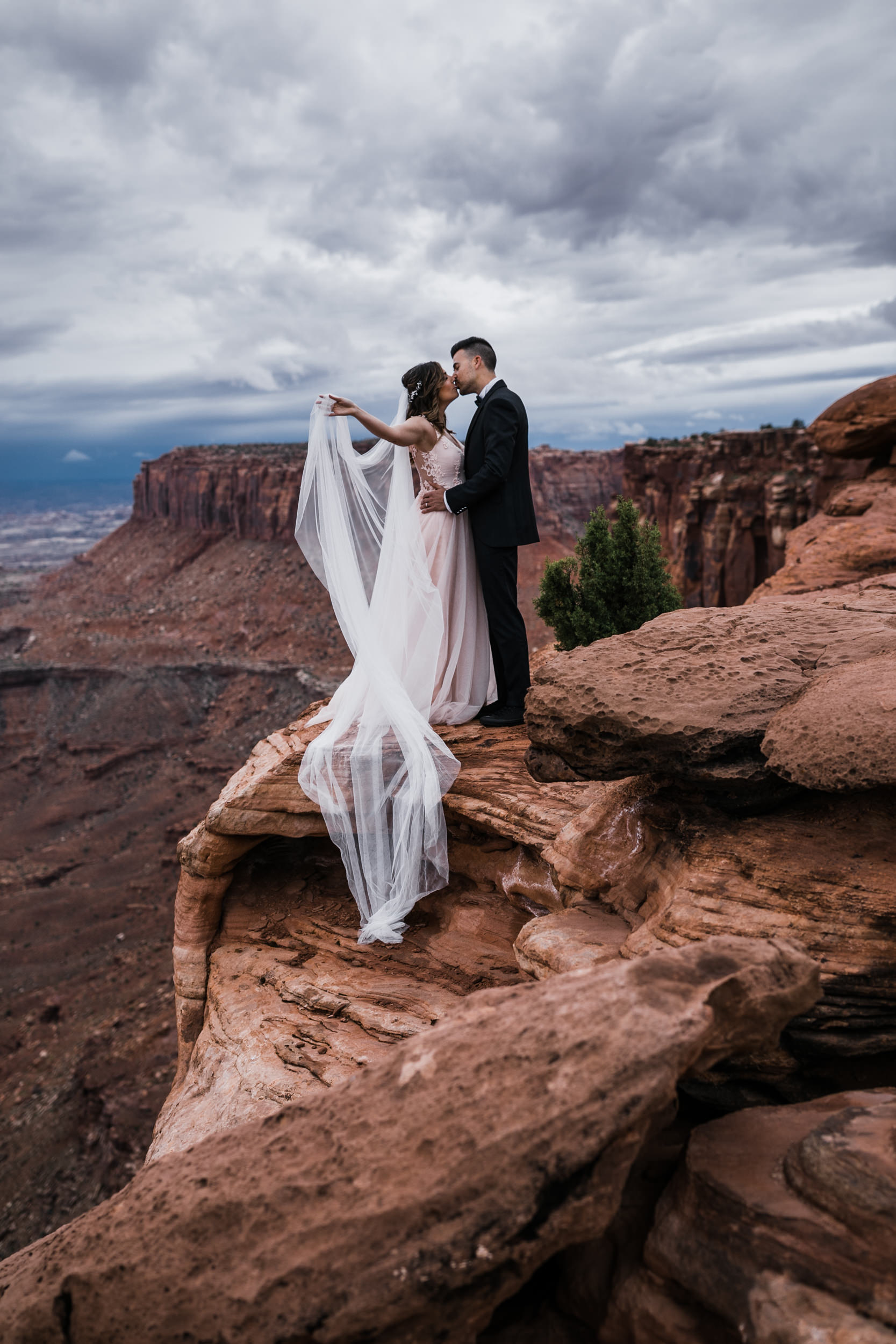 Hearnes-Elopement-Photography-Canyonlands-National-Park-Moab-Wedding-13.jpg