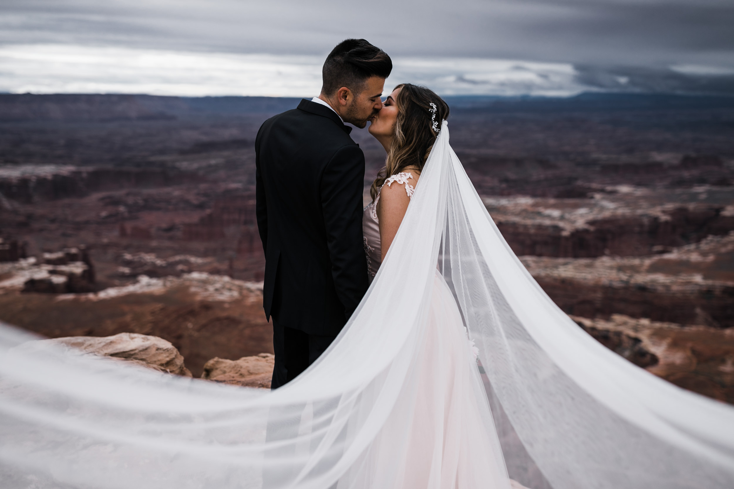 Hearnes-Elopement-Photography-Canyonlands-National-Park-Moab-Wedding-15.jpg