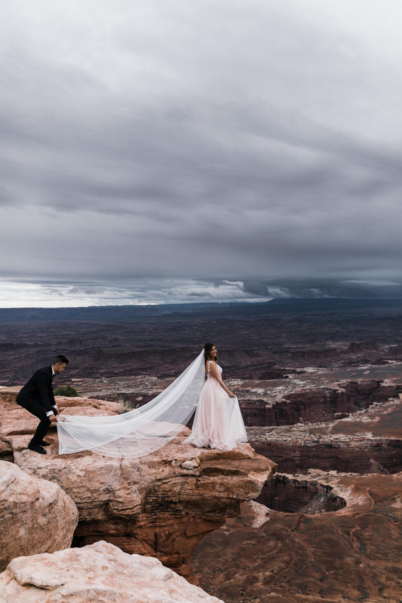 Hearnes-Elopement-Photography-Canyonlands-National-Park-Moab-Wedding-16.jpg