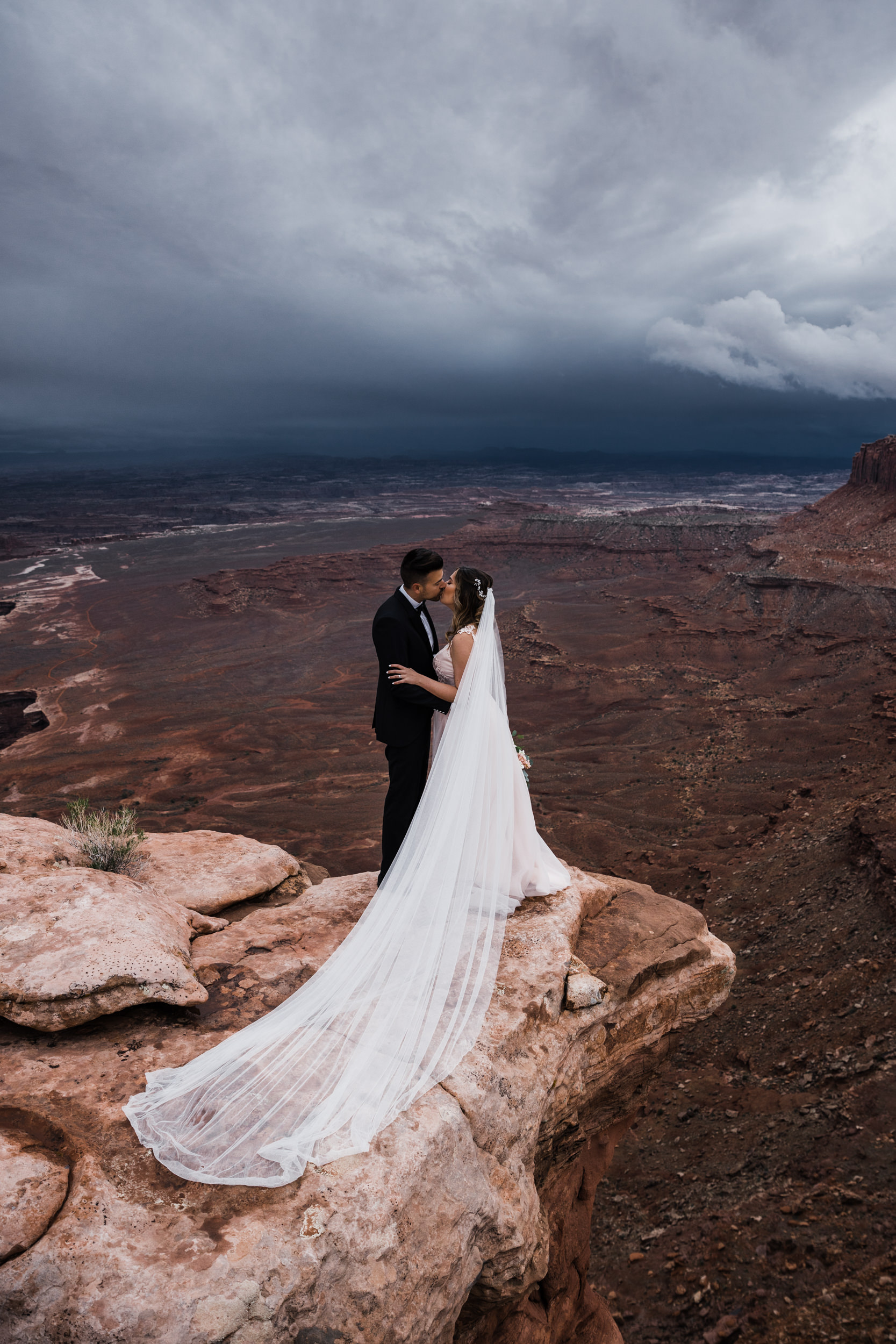Hearnes-Elopement-Photography-Canyonlands-National-Park-Moab-Wedding-17.jpg