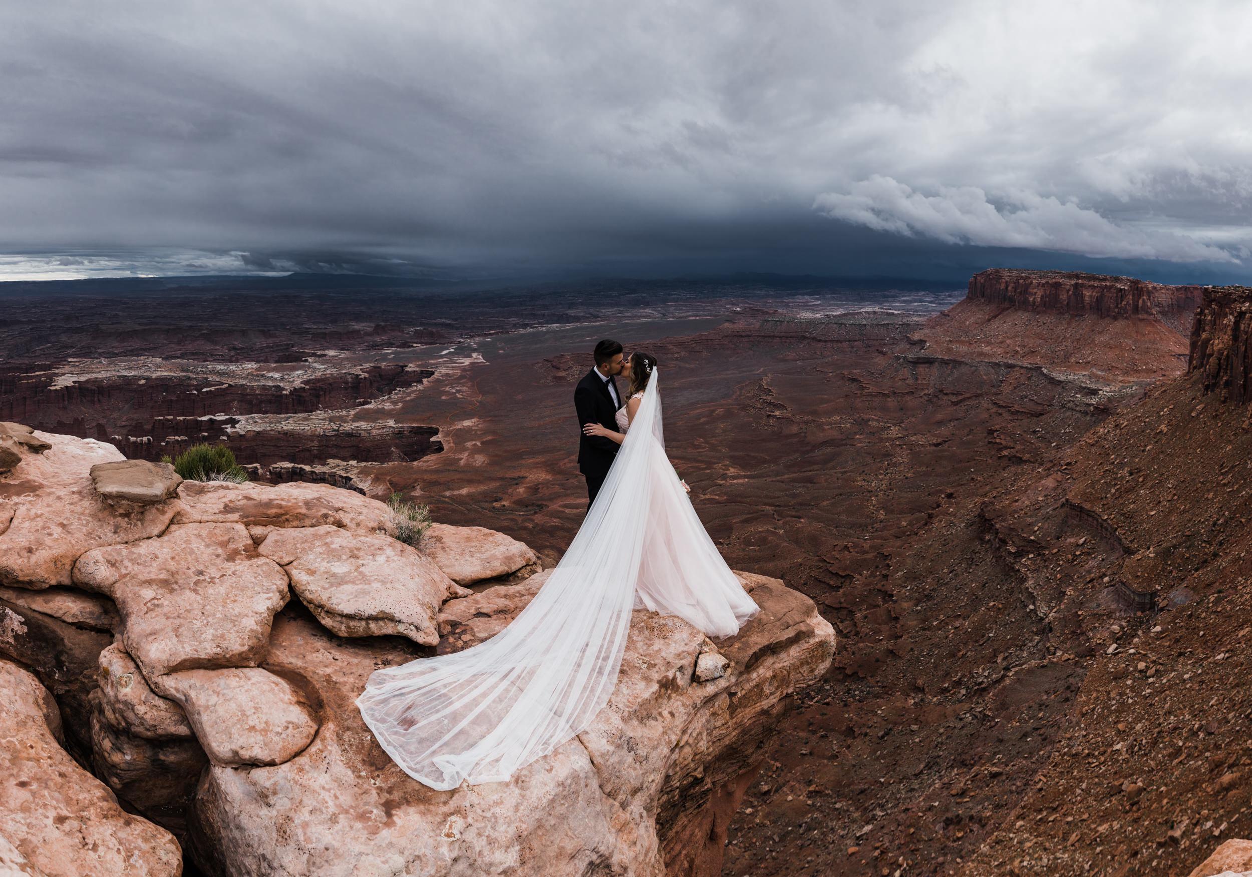 Hearnes-Elopement-Photography-Canyonlands-National-Park-Moab-Wedding-18.jpg
