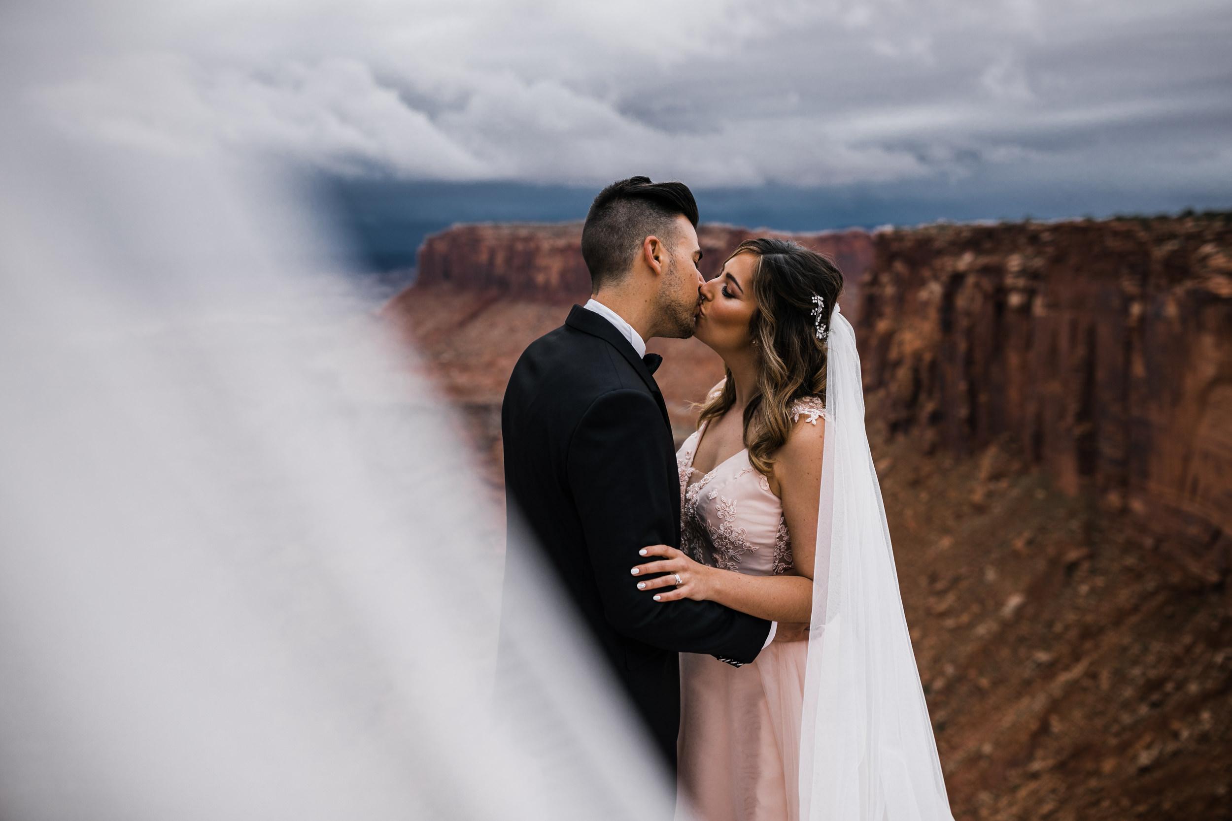 Hearnes-Elopement-Photography-Canyonlands-National-Park-Moab-Wedding-20.jpg