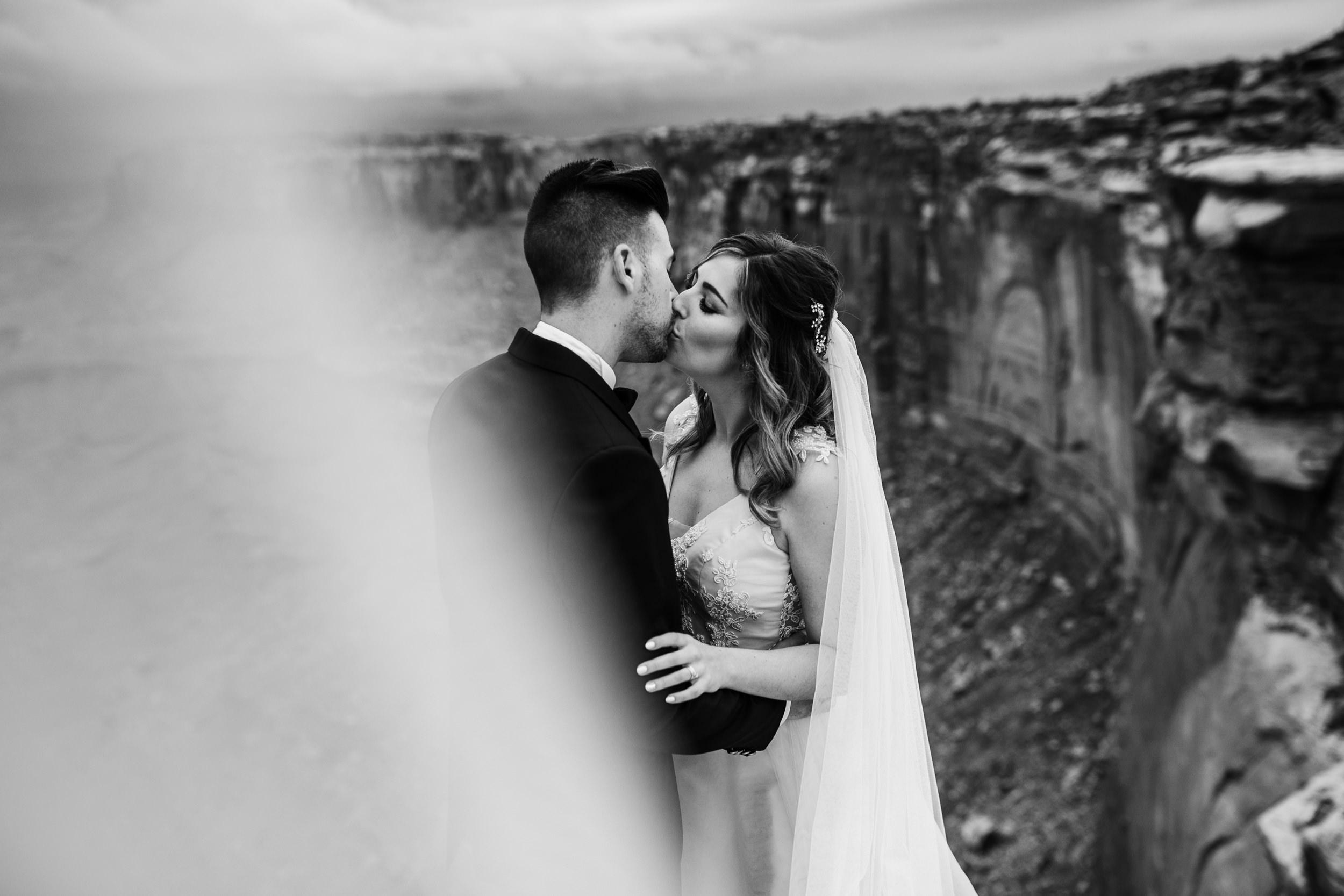 Hearnes-Elopement-Photography-Canyonlands-National-Park-Moab-Wedding-22.jpg
