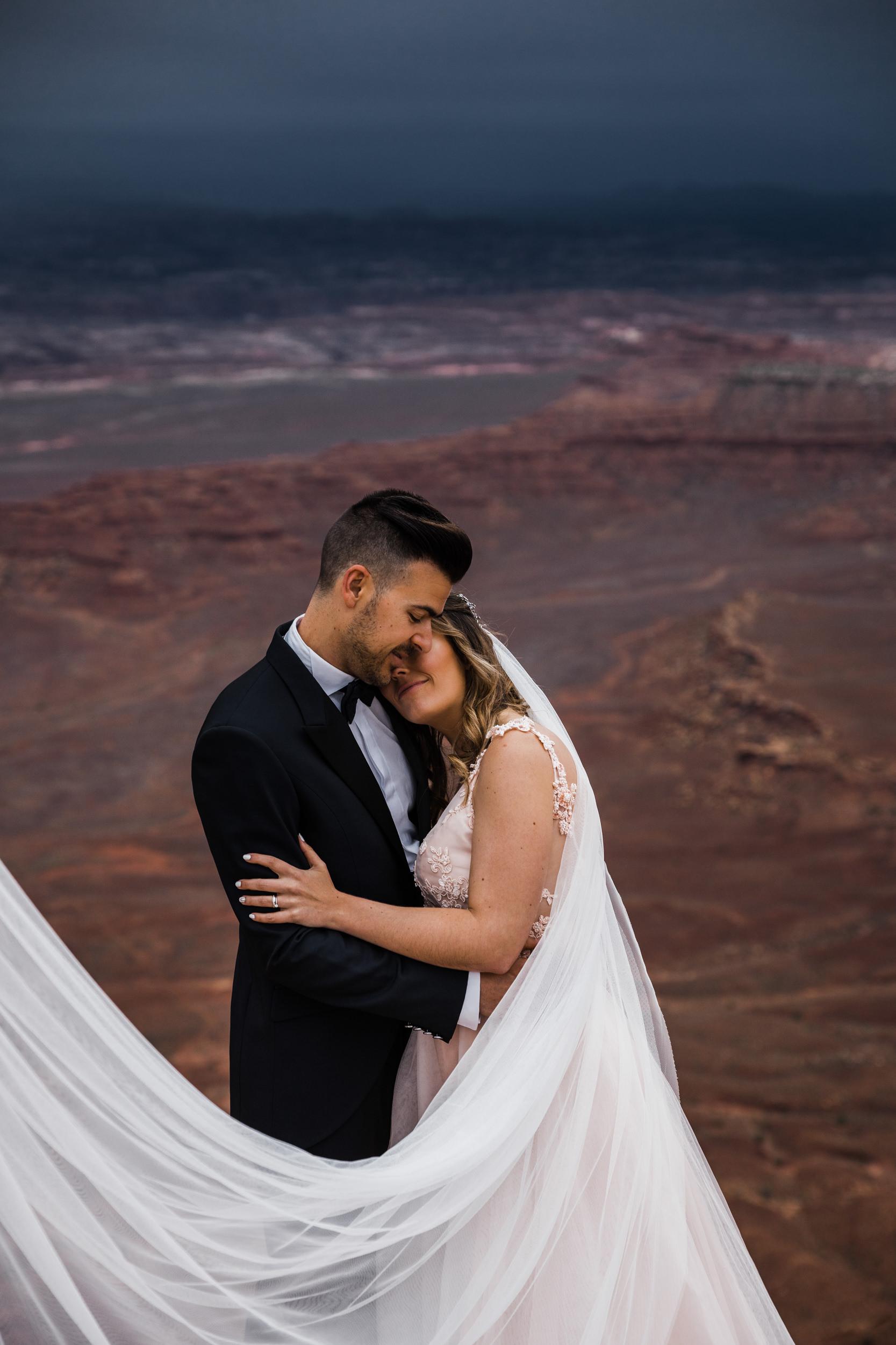 Hearnes-Elopement-Photography-Canyonlands-National-Park-Moab-Wedding-23.jpg