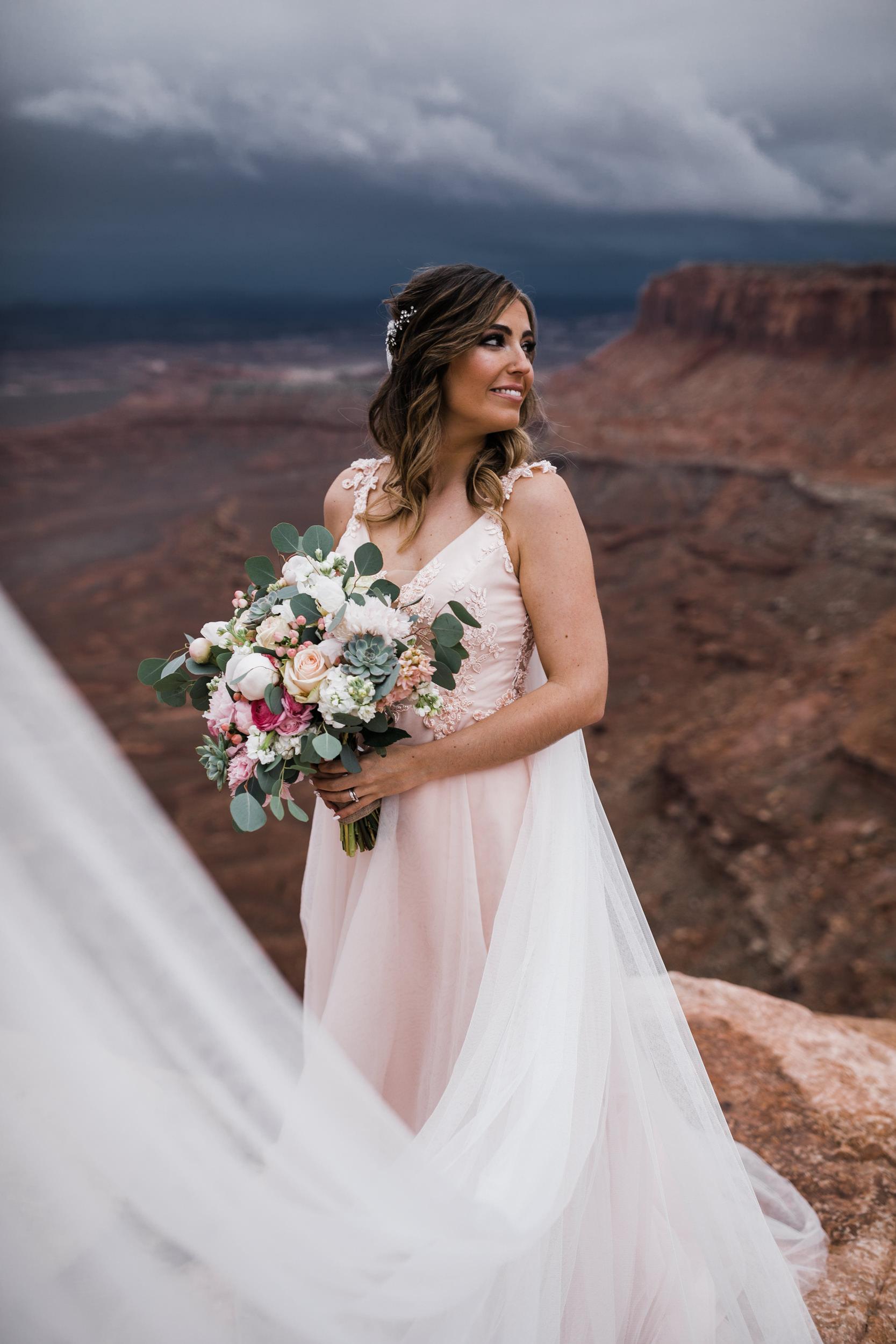 Hearnes-Elopement-Photography-Canyonlands-National-Park-Moab-Wedding-26.jpg