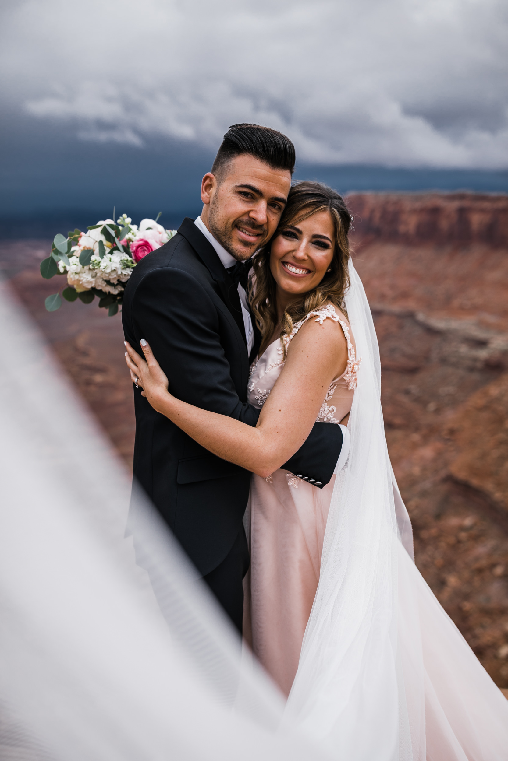 Hearnes-Elopement-Photography-Canyonlands-National-Park-Moab-Wedding-25.jpg