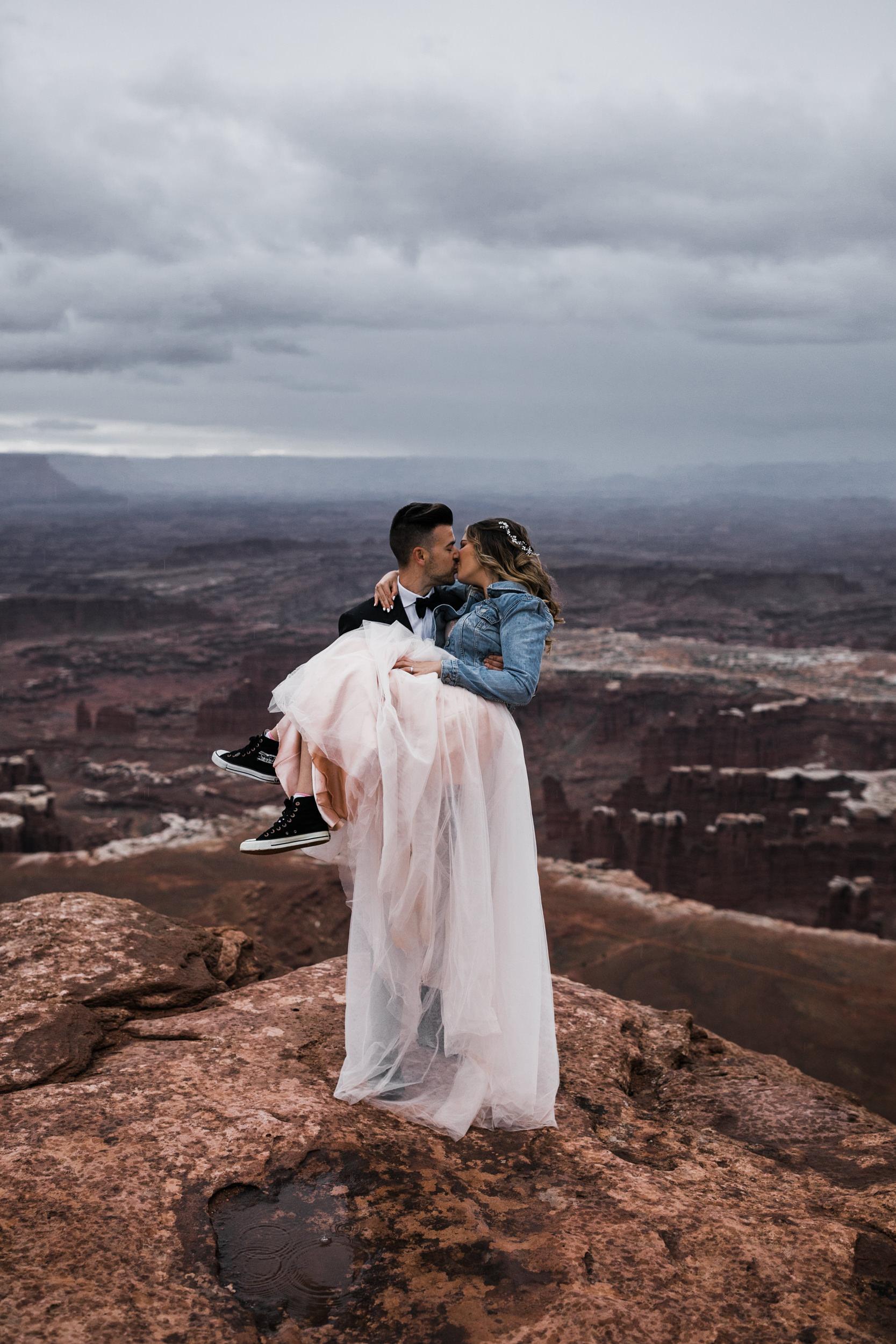 Hearnes-Elopement-Photography-Canyonlands-National-Park-Moab-Wedding-29.jpg