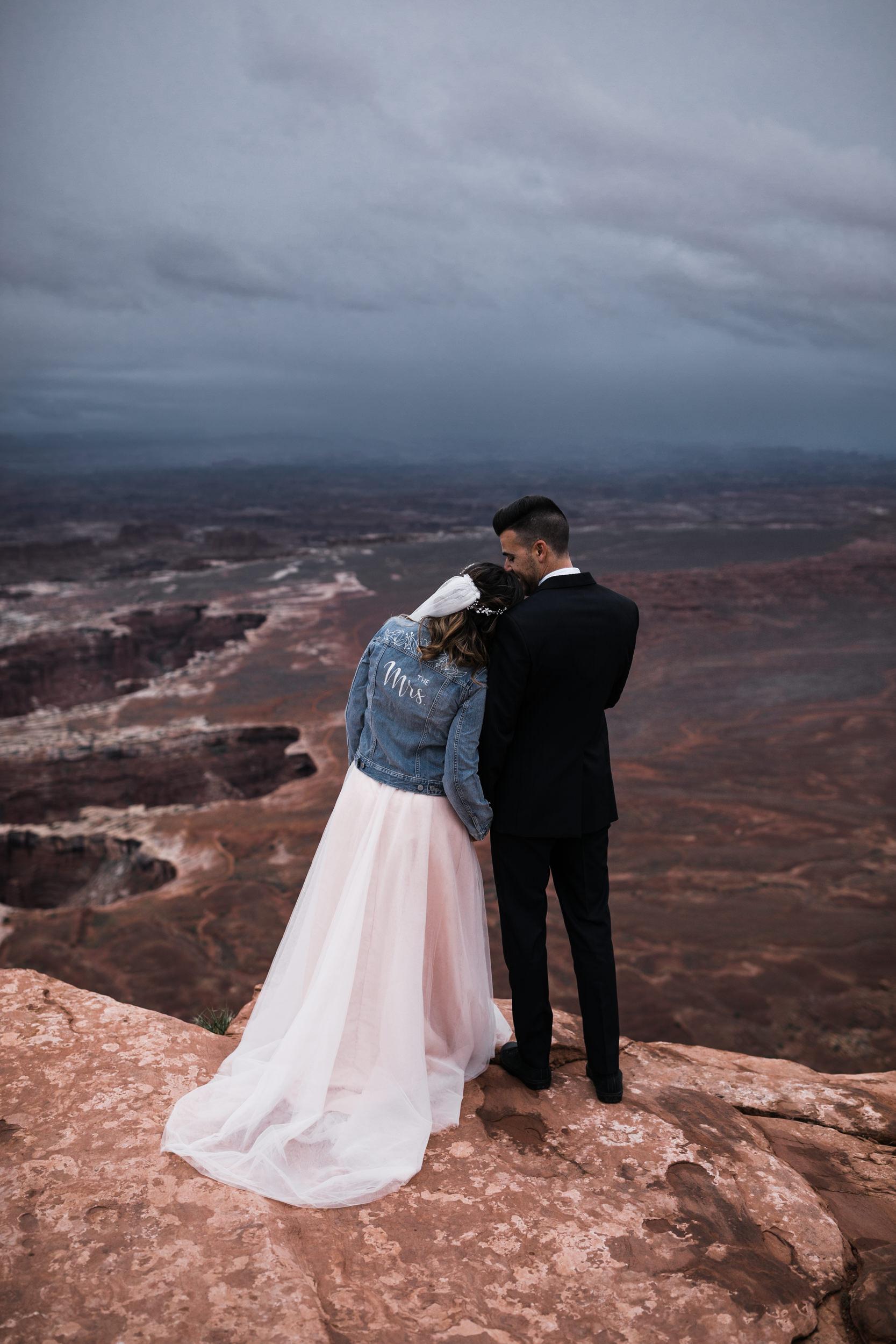 Hearnes-Elopement-Photography-Canyonlands-National-Park-Moab-Wedding-35.jpg