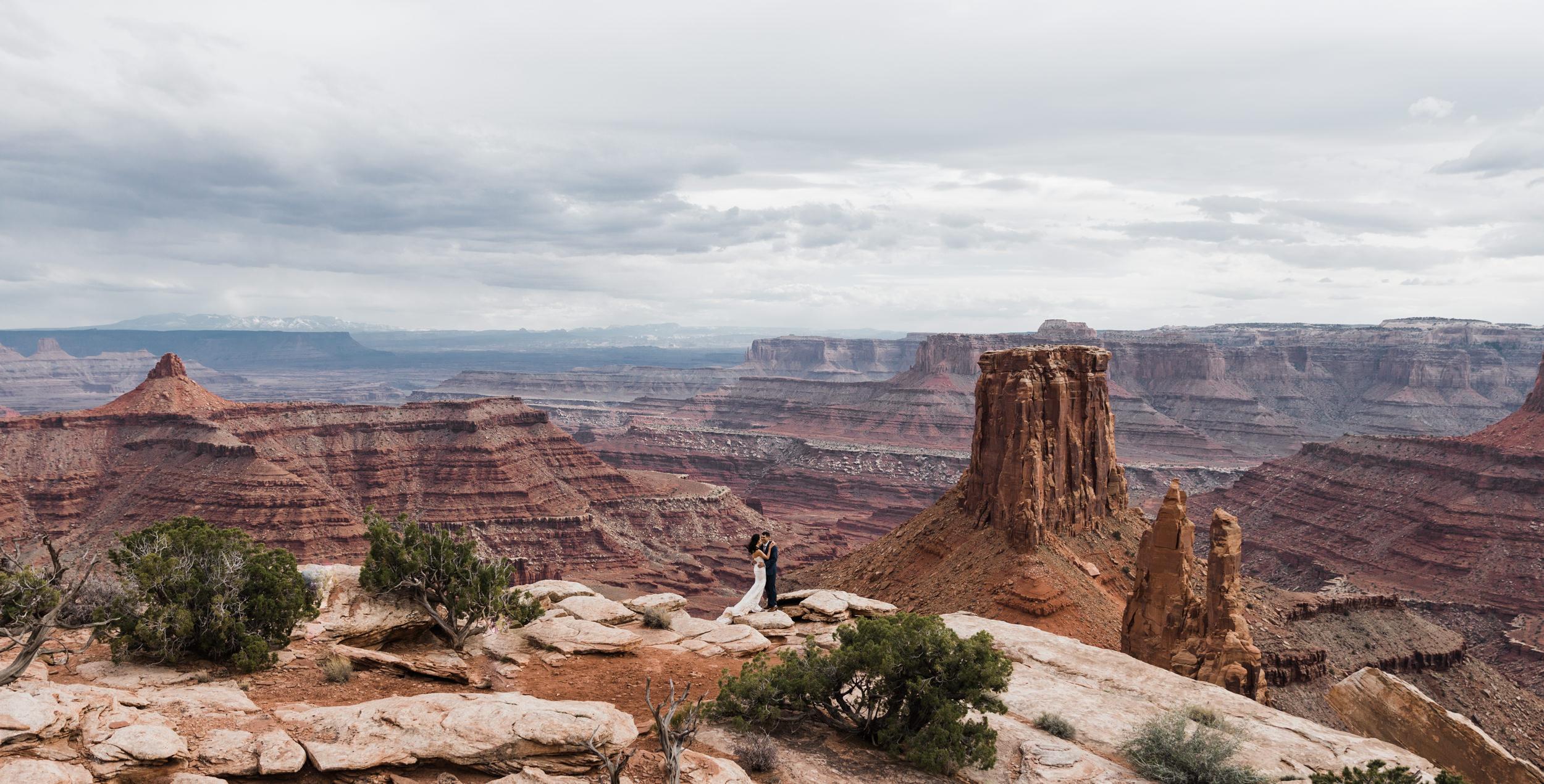 Jeep-Wedding-Moab-Utah-Hearnes-Adventure-Elopement-Photography-1.jpg