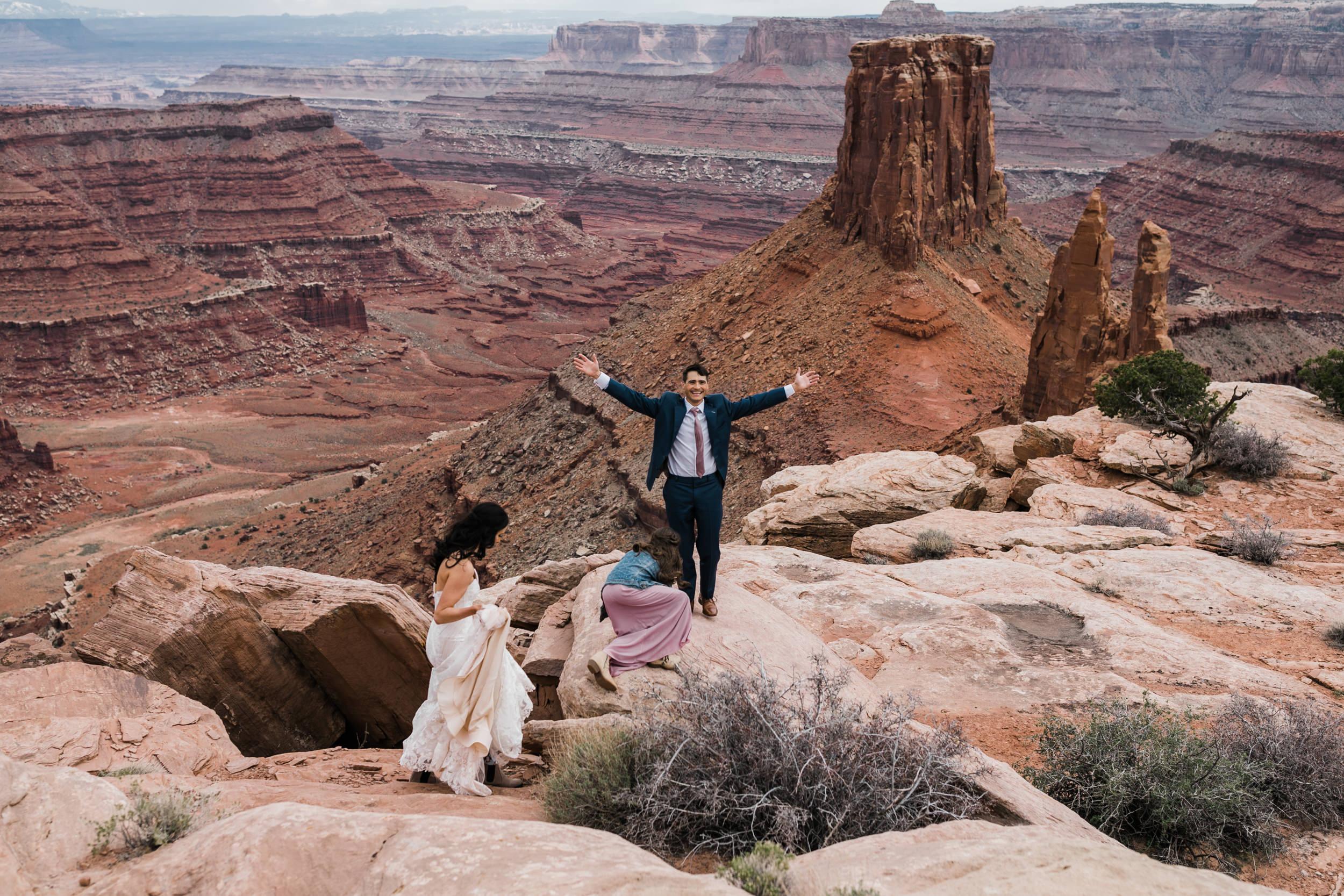 Jeep-Wedding-Moab-Utah-Hearnes-Adventure-Elopement-Photography-18.jpg