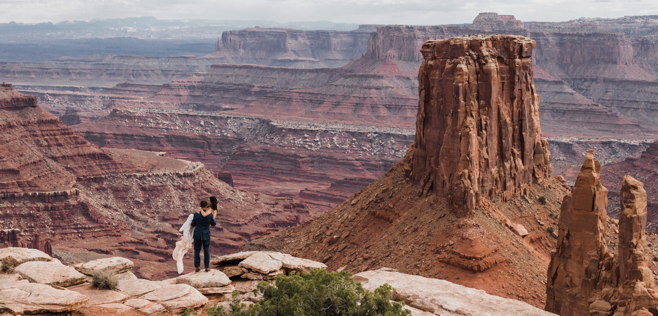 Jeep-Wedding-Moab-Utah-Hearnes-Adventure-Elopement-Photography-26.jpg