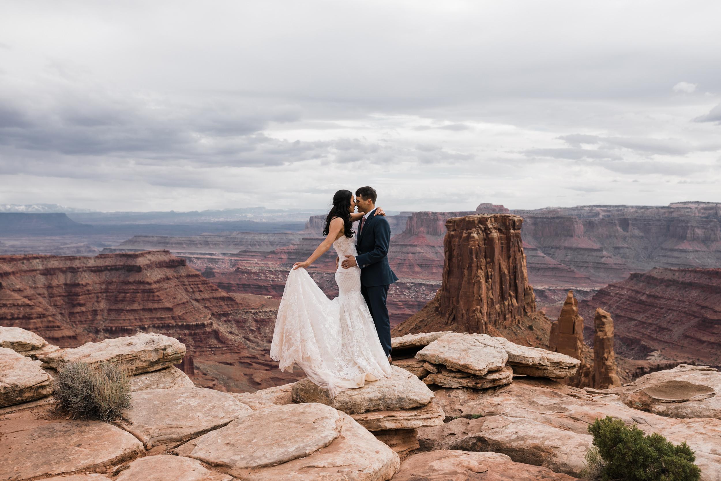 Jeep-Wedding-Moab-Utah-Hearnes-Adventure-Elopement-Photography-25.jpg