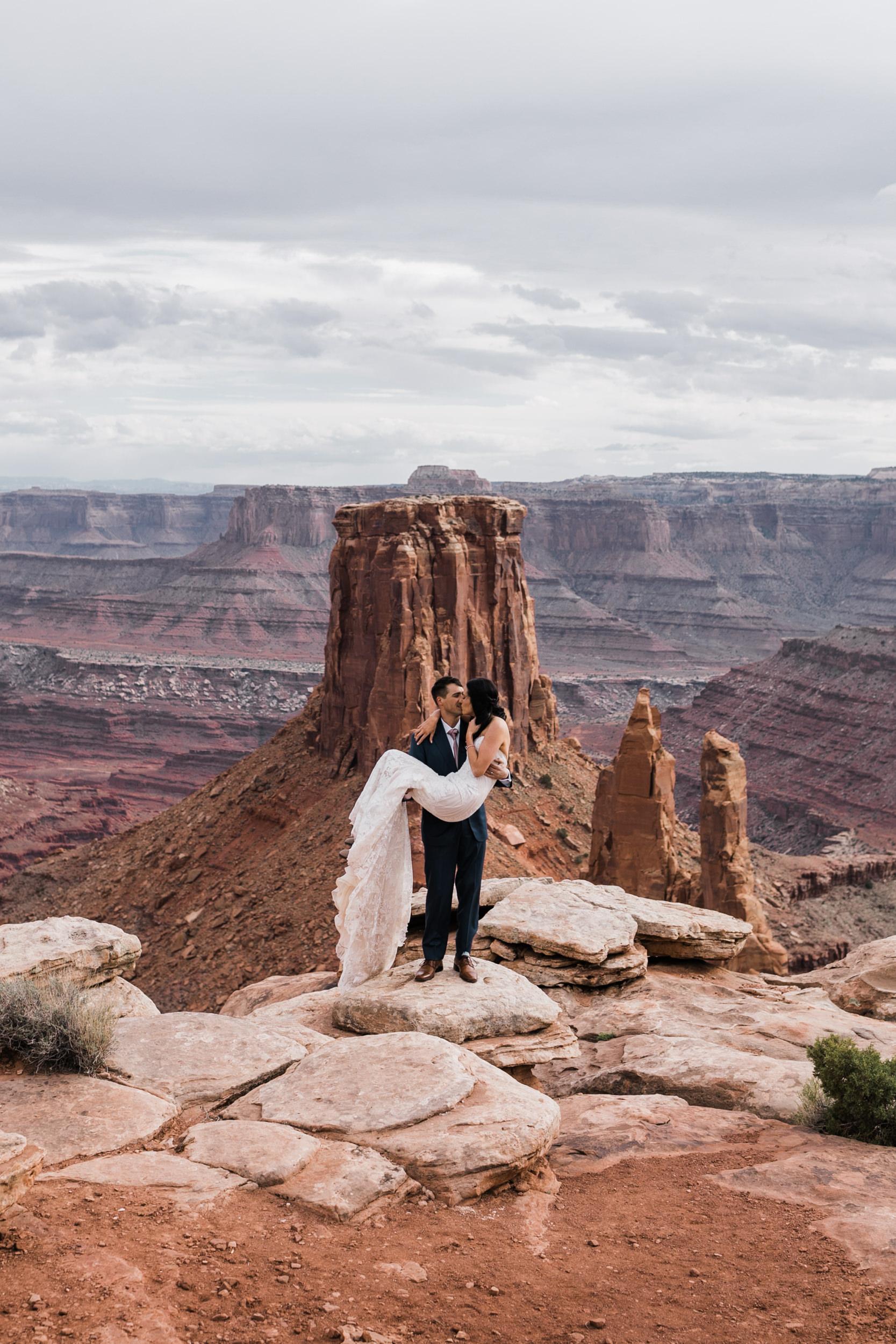 Jeep-Wedding-Moab-Utah-Hearnes-Adventure-Elopement-Photography-27.jpg