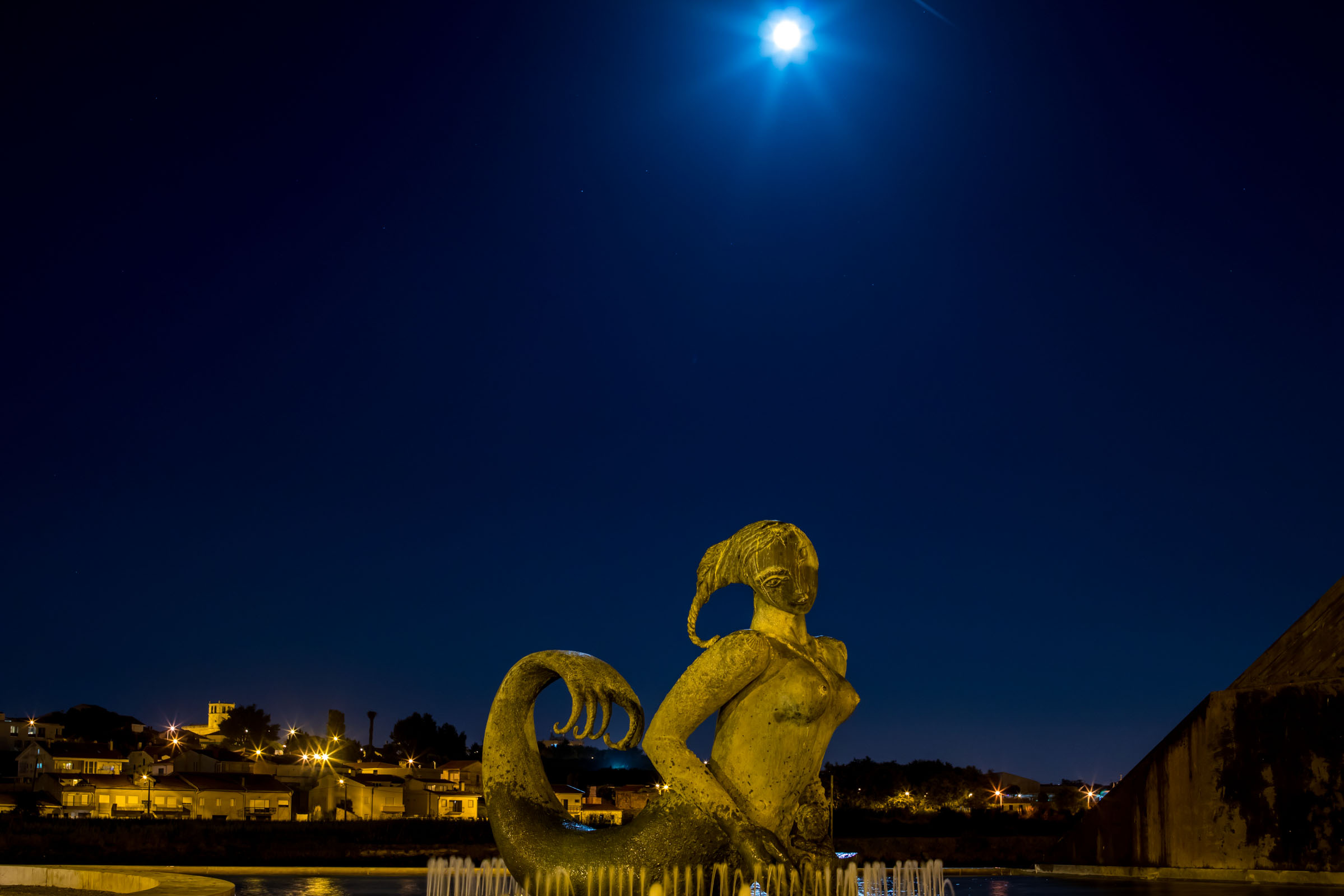 9. In the Moonlight  Built in 2001, this enormous and head-turningly interesting mermaid statue takes residence along the city's river.
