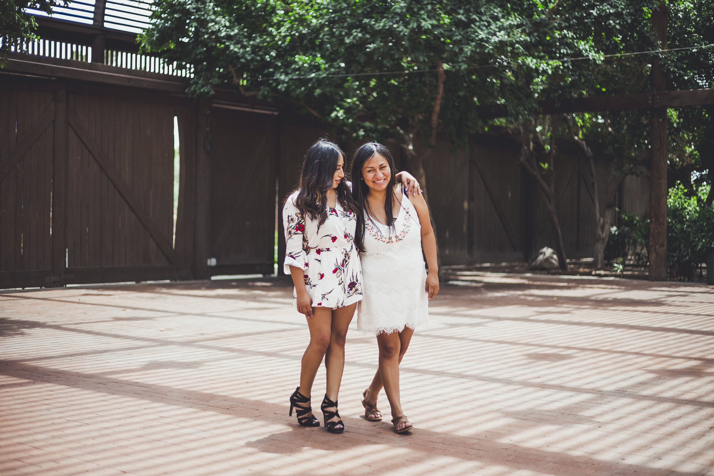 05-02-2019 Blanca y Laura Grad Portraits_4737.jpg