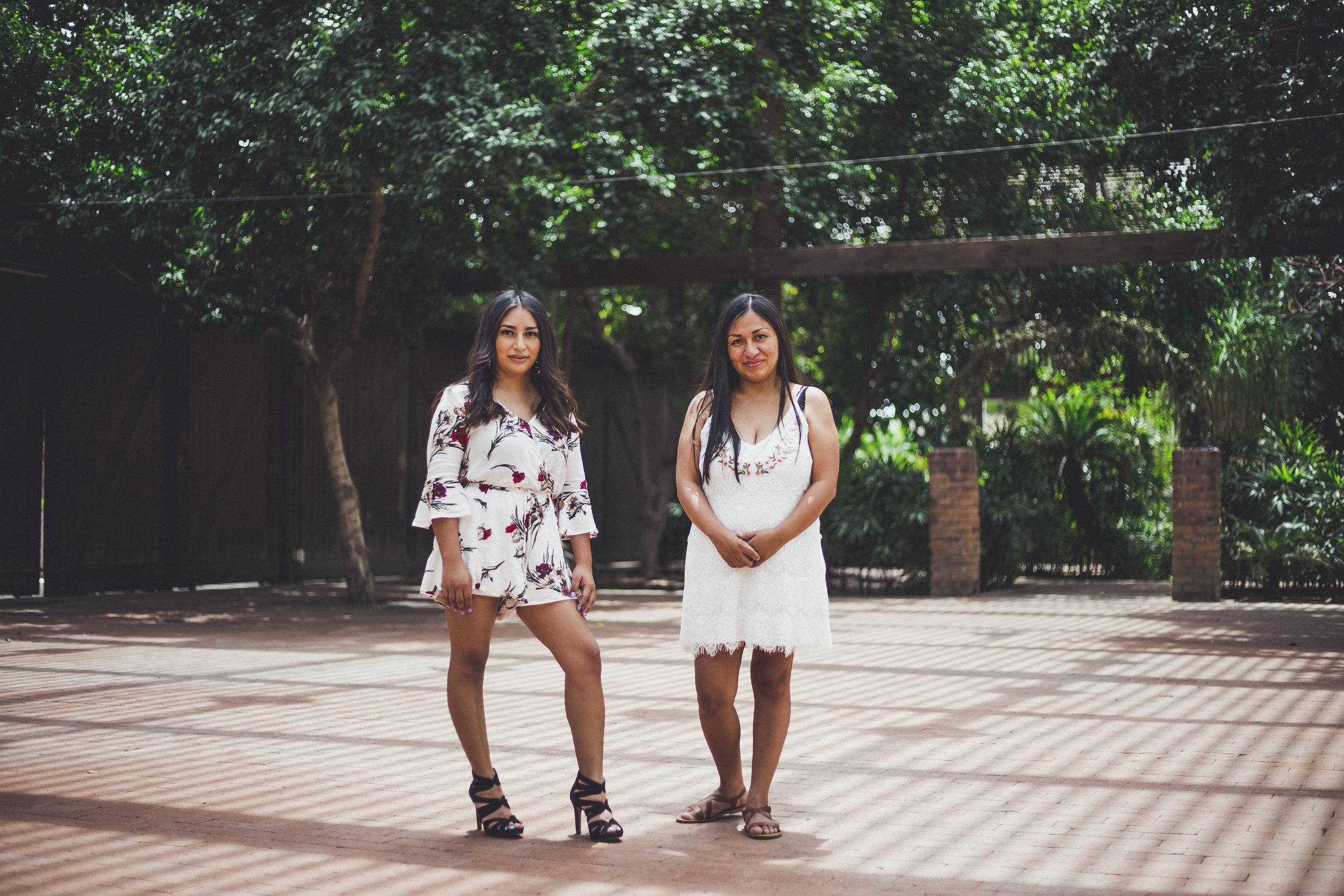 05-02-2019 Blanca y Laura Grad Portraits_4726.jpg