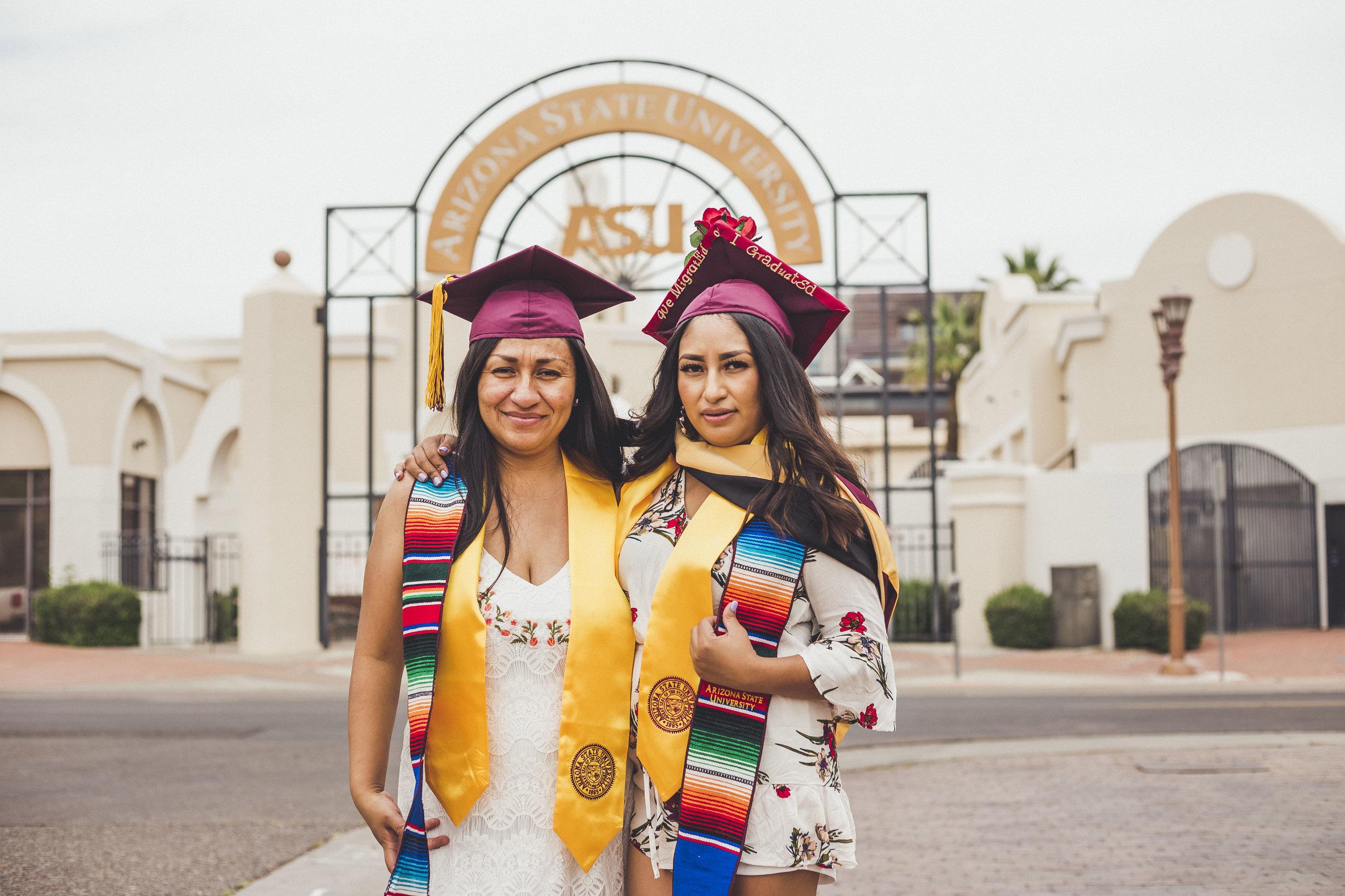 05-02-2019 Blanca y Laura Grad Portraits_4801.jpg
