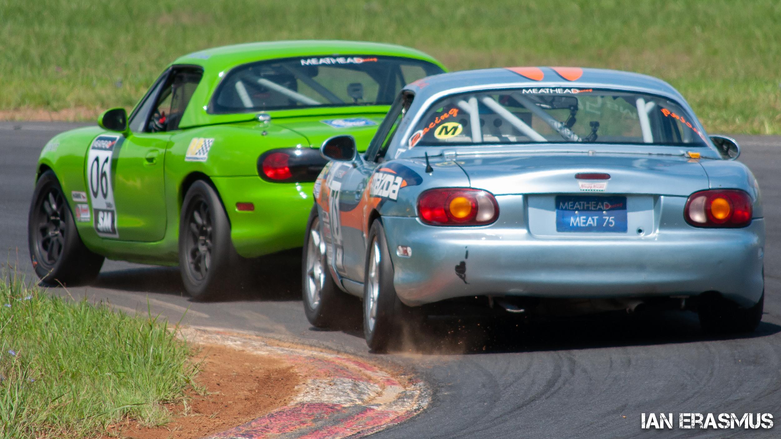 #06 Neil O'Rourke Mazda Miata, #75 Michael Collins Mazda Miata