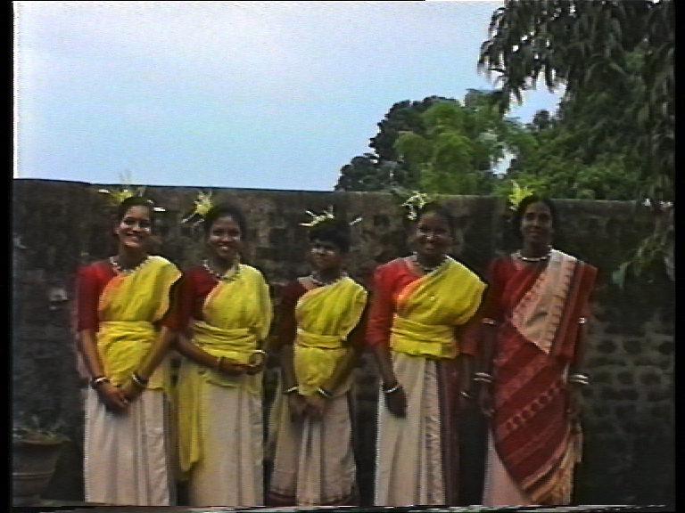 india-pal-women-five-costume.jpg