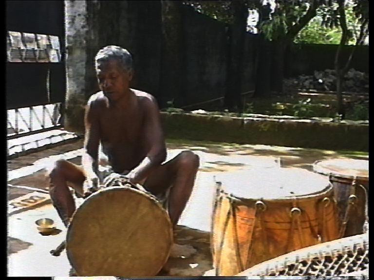 india-pal-man-drum-maker.jpg