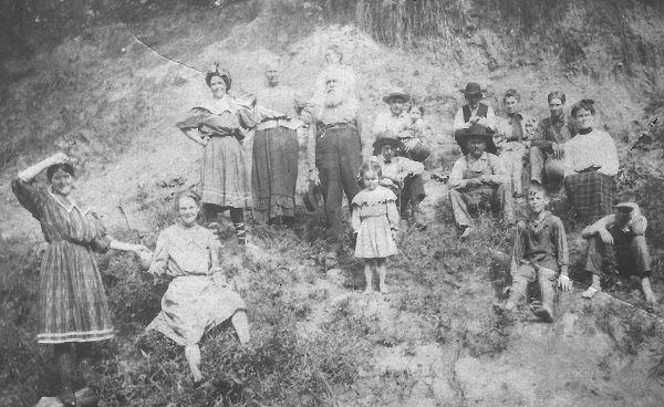 Possible Garrett family gathering, date and place unknown Charles R. Garrett may be in back row with the dark hat. Other persons are not known.