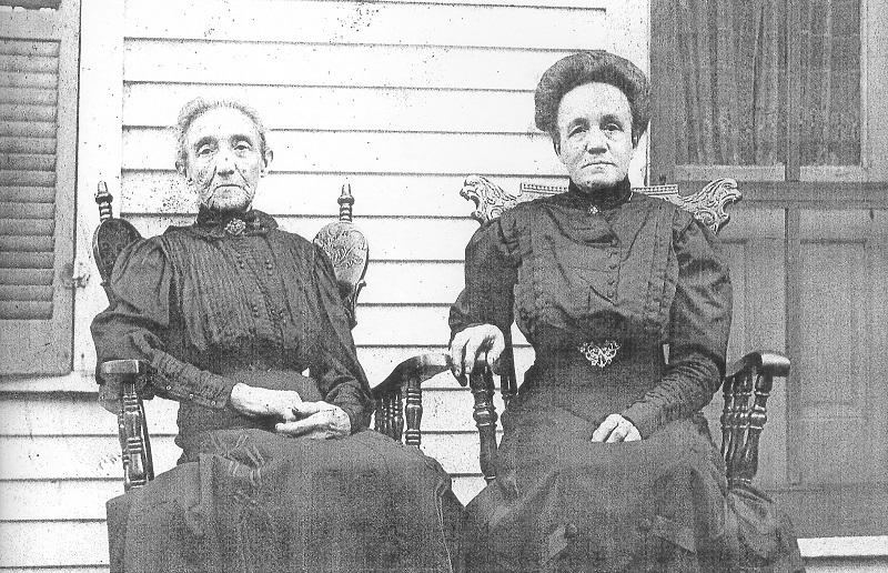 Undated photo, probably after 1910. Location unknown. L-R: Lucy Coleman Garrett and Emma (Mamie) Garrett Kimberley