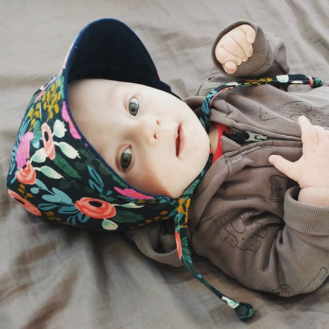 Bonnets are such a fast way to make something super cute with remnants. And babies can't get them off.  #minimemademay #memademay #memademay2019 #riflepapercofabric #riflepaperco #cottonandsteel
