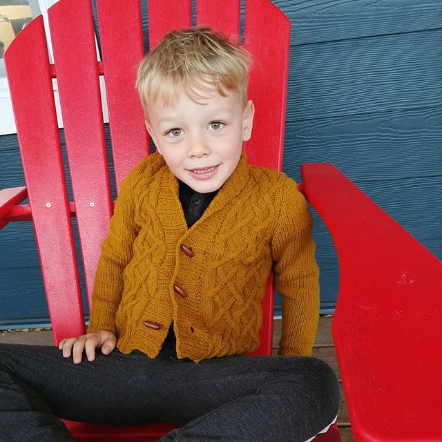 Happy mother's day! I had to play the mother's day card and bribe him with M&M's to get him to try this on. It fits perfectly, just in time for summer. Good thing there are two more kids in line for  it.  Arlo by Michelle Wang in Brooklyn Tweed Shelter size 4.  #minimemademay #memademay2019 #memademay #brooklyntweedshelter #brooklyntweed #arlosweater #knitstagram #knittersofinstagram #knitsforkids