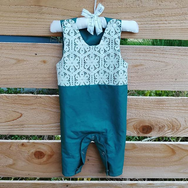 I'm calling this a successful prototype even if it'll be a little wonky to wear. It's a super simple pattern, but I found a way to make basic mistakes at every step. Sleep deprivation 🤷‍♀️ I have lots of the lace, so I might make a different color a size up.  Pattern: @hellodearkids  Fabric: solid quilting cotton from @pacificfabrics and lace from @drygoodsdesign