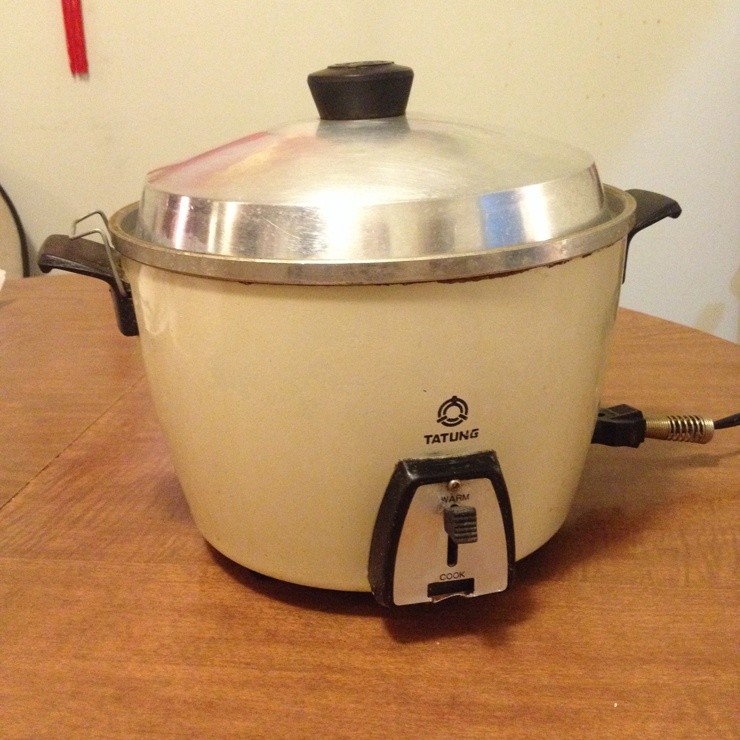 Tatung-branded rice cooker from my parents' house, purchased from a store in Chinatown in Texas