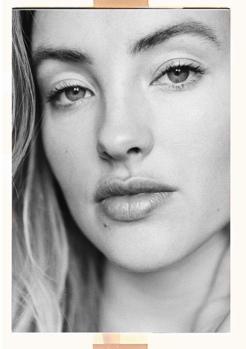 Alona Vibe polaroid