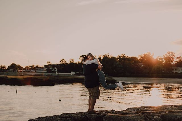 There's just something about those  New York sunsets 😍 • • • • #muchlove_ig  #radlovestories  #greenweddingshoes #newjerseyweddingphotographer  #njwedding  #njphotographer  #nywedding  #nyweddingphotographer  #nyphotographer  #nycphotographer  #authenticlovemag  #lookslikefilm  #firstsandlasts  #theknot #loveauthentic #photobugcommunity #buzzfeedweddings #junebugweddings #elopementcollective #vscocam #melanieprincipephotography