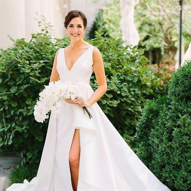 Ummm... wow! This bridal beauty! @hkhuntfreeman  Photo: @rachelmoorephoto  Florals: @jacksondurhamevents  Planning: @mollysohr  Venue: @nashvillesymphony  HMU: @gracecbeauty w/ @one10beauty