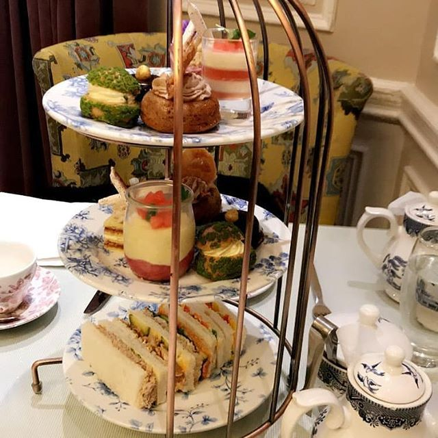 Back on Instagram after a much needed social media break 😀. Yes I am completely obbessed with afternoon tea. I wanted to talk about eating at the table for meal times is this something any of you do. Especially without TV and devices. I love doing this when I can because it helps us have a proper conversation. I still do this when I go to my ma's. It reminds me of growing up and spending quality time with each other and hearing great stories.  I know life is busy. You may have children work at odd times but there is nothing like eating round a table just talking and not watching TV. Engaging in real conversations, learning about your family history and so much more.  This is what we do when go out for  afternoon tea and meals out.  Sitting round a table helps our digestion and gives us a chance to switch off and connect. It allows us to feel like we have quality time with our loved ones. This also happens to be one of my love languages.  It's something me and husband have been doing alot lately. We have also been making time for date nights. I honestly think the art of conversation with the right people never gets old would love to know what you think?